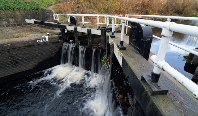 Sheffield and Tinsley Canal lock gates ^2 - geograph.org.uk - 610225