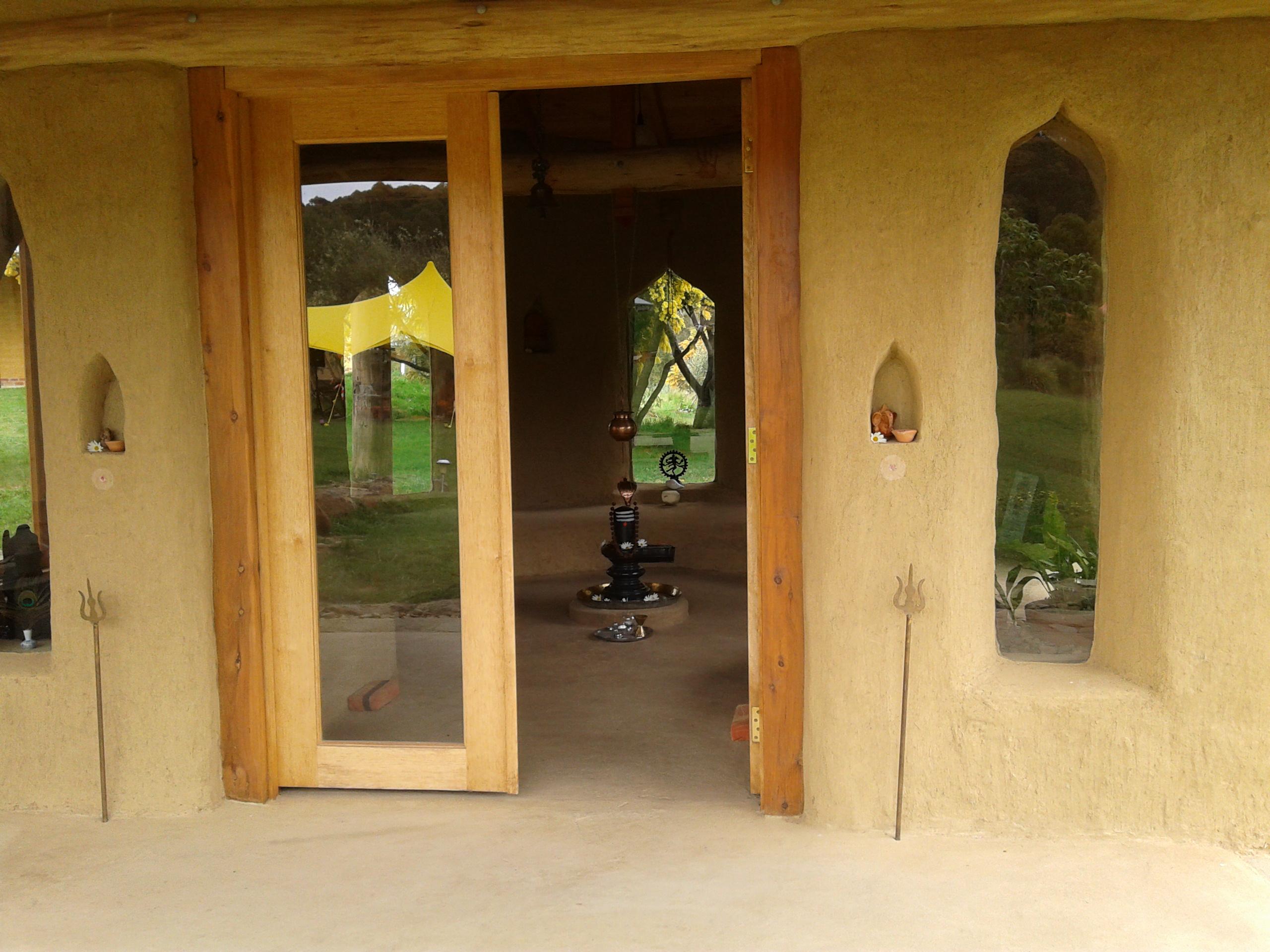 File Shiv Mandir Or Shiva Peeth Mud Hut At Satyanand Yoga Rocklyn