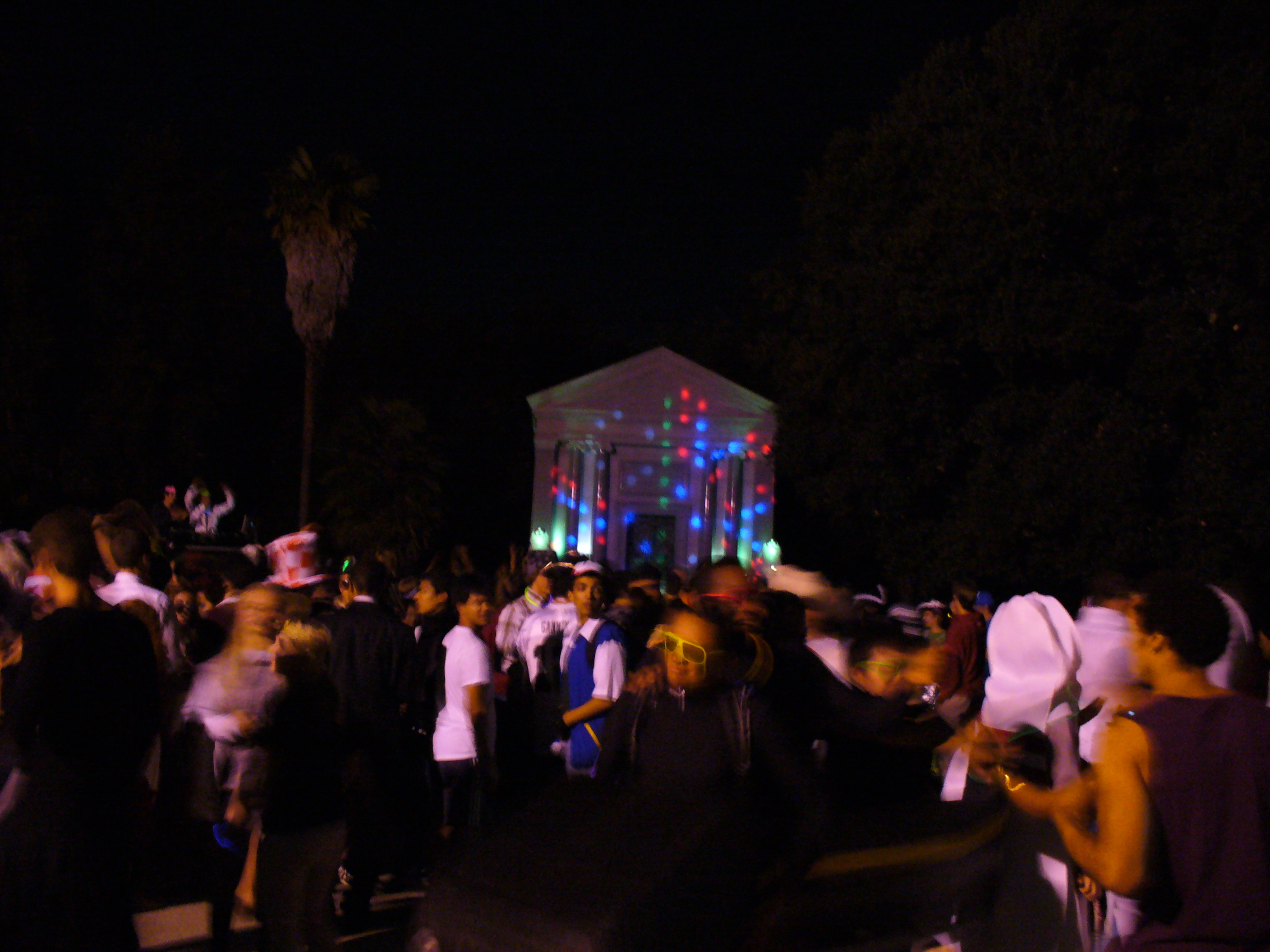 File:Stanford Mausoleum Halloween Party 3.jpg - Wikimedia Commons