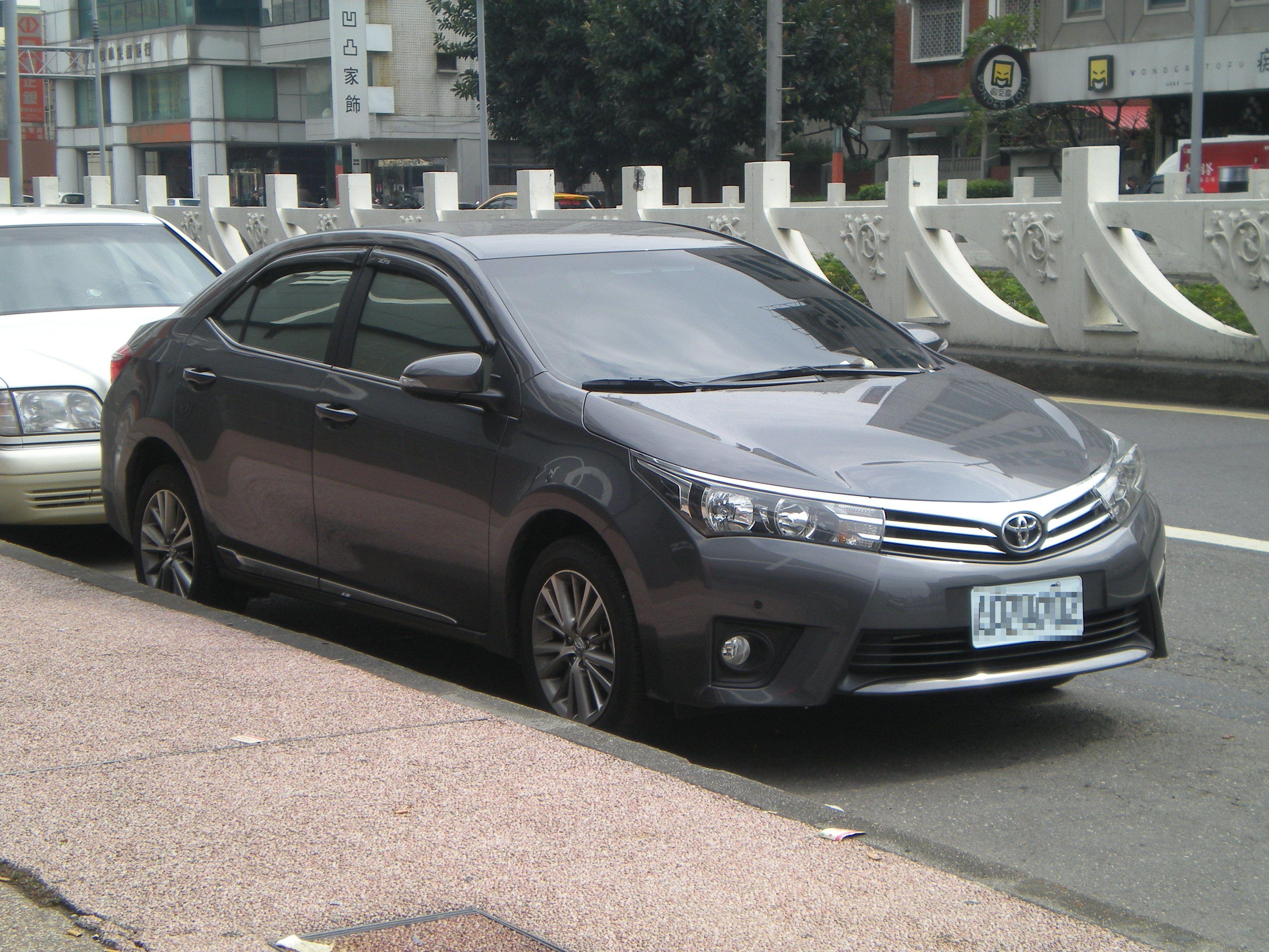 Kelebihan Kekurangan Toyota Altis 2014 Review