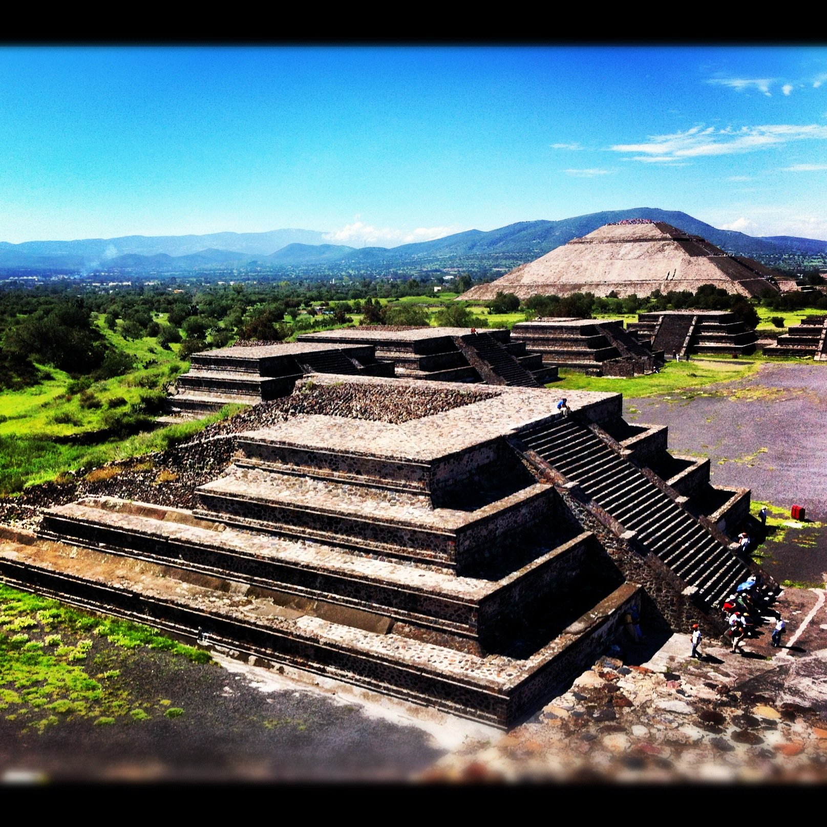 Sun pyramid alongside Valley of the Dead in Teotihuacán.  Photo by Patricio Athie