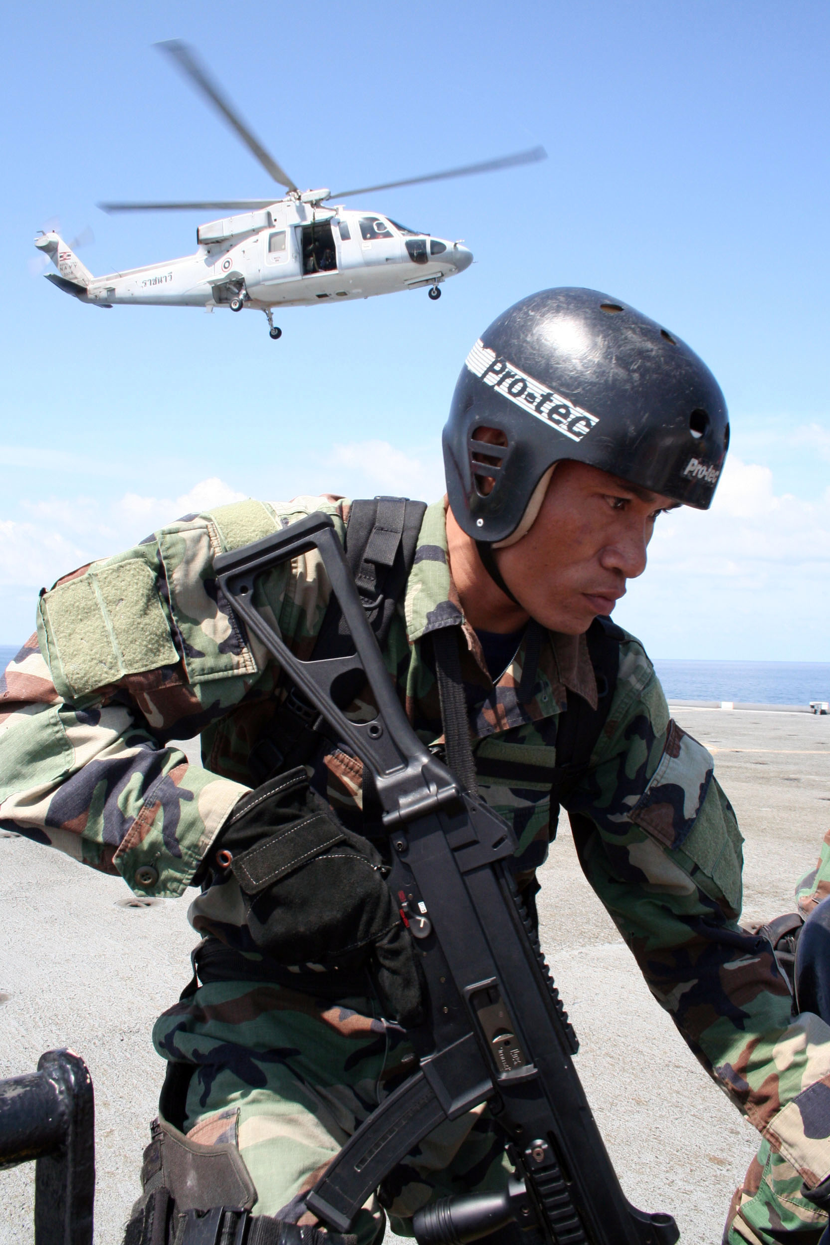 File:US Navy 080818-N-3392B-001 A Royal Thai Navy SEAL ...