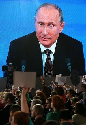 Vladimir_Putin_and_media.jpeg: Vladimir Putin and media