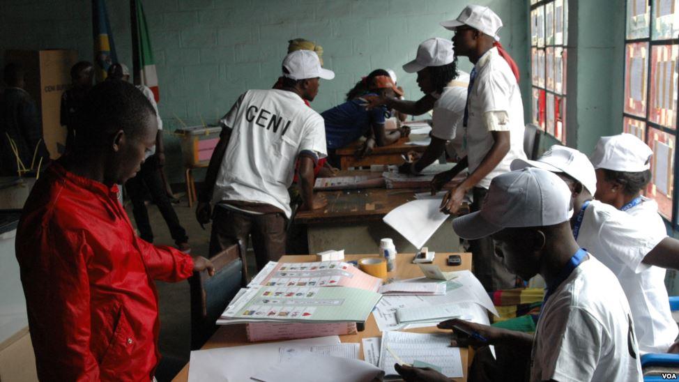 Fichier:Vote counting in Bujumbura, Burundi, June 29, 2015.jpg ...
