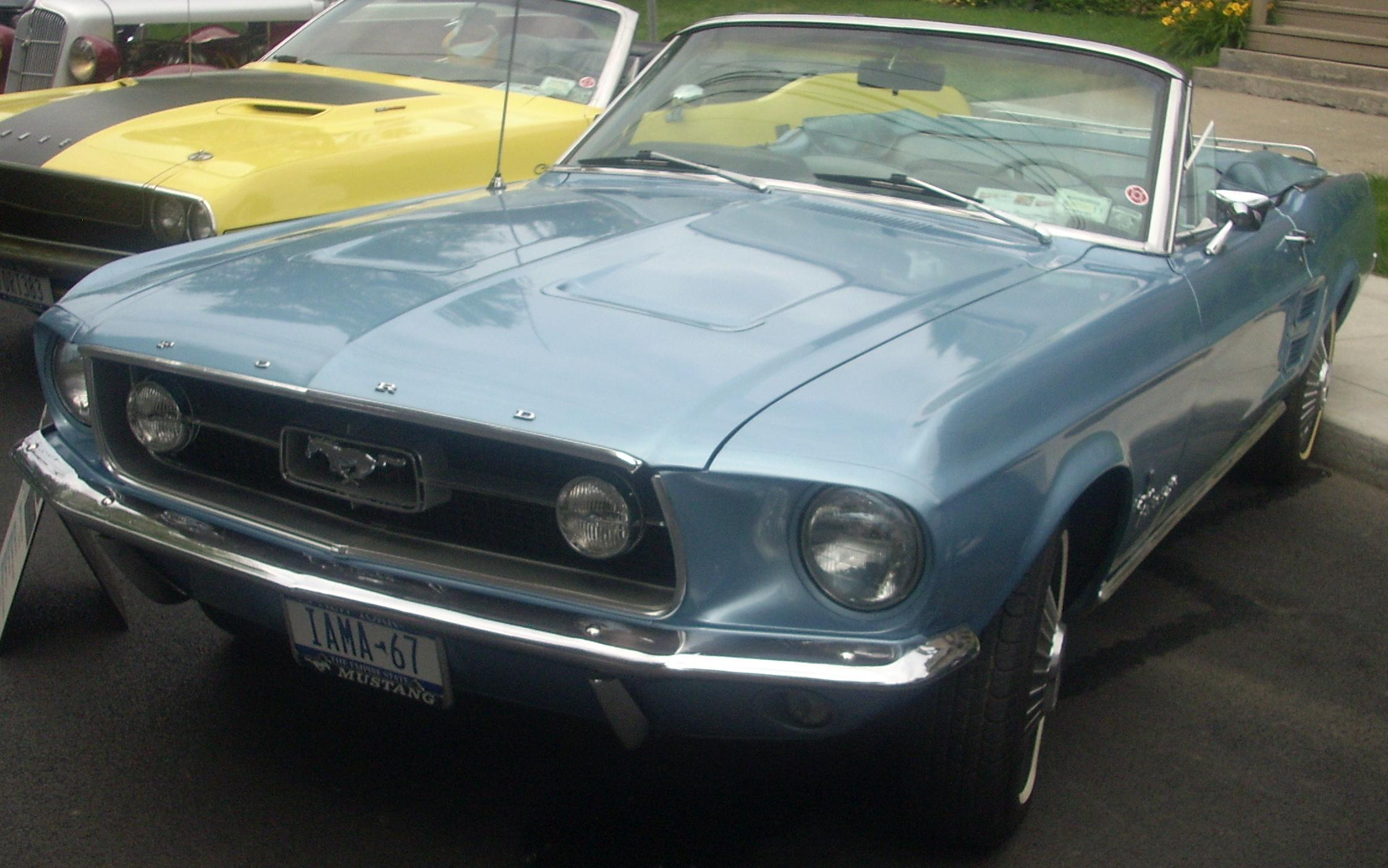 Archivo67 ford mustang convertible cruisin at the boardwalk