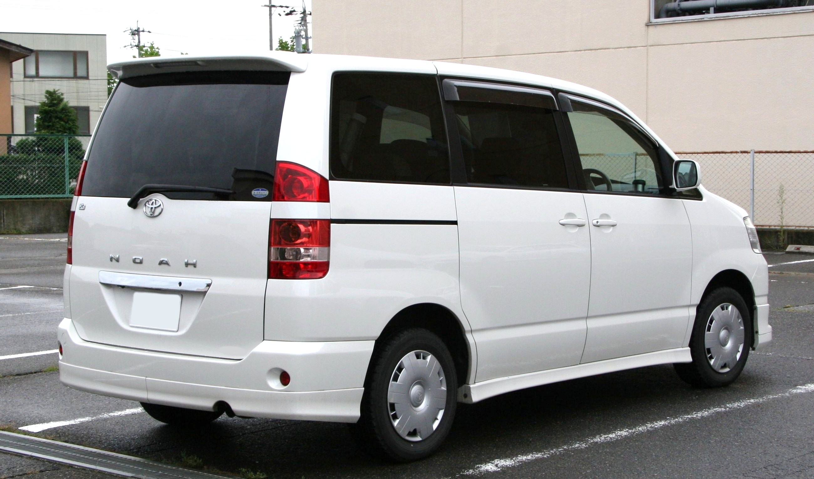 File 2001 2004 Toyota Noah Rear Jpg Wikimedia Commons