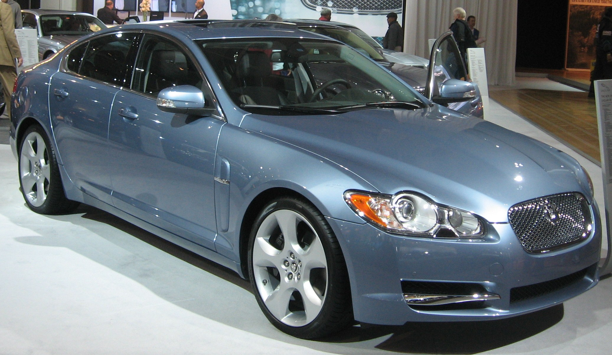 Attractive File:2009 Jaguar XF DC.JPG