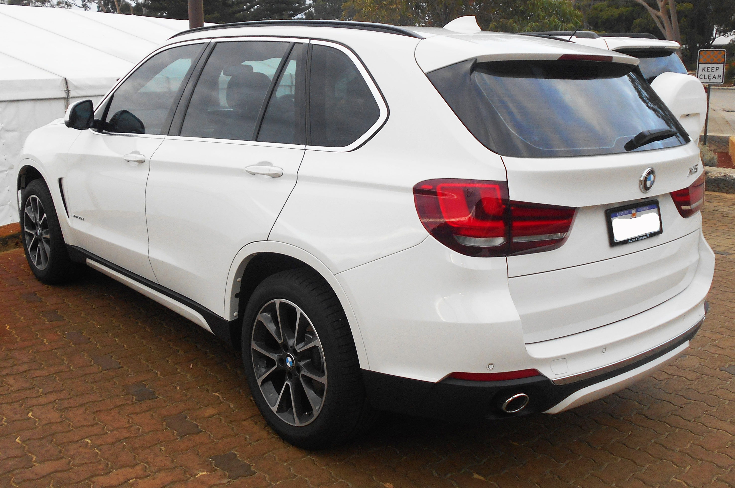 file 2014 bmw x5 f15 xdrive30d wagon 2015 03 14 jpg wikimedia commons. Black Bedroom Furniture Sets. Home Design Ideas