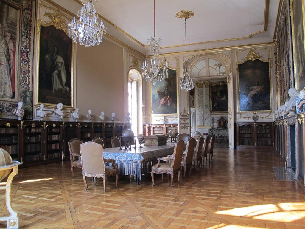 palais-rohan-chandelier