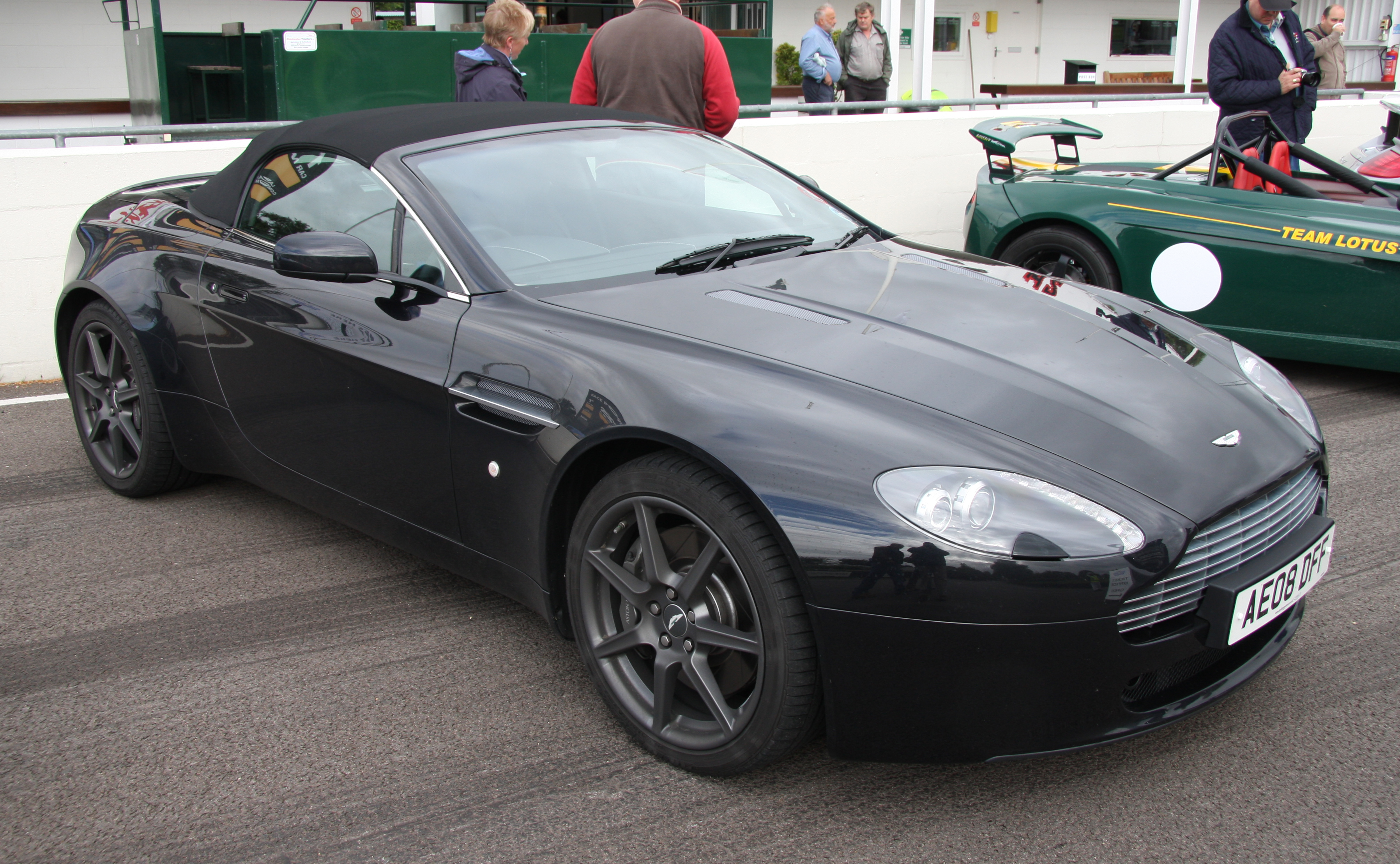 File Aston Martin V8 Vantage Roadster Flickr Exfordy Jpg Wikimedia Commons