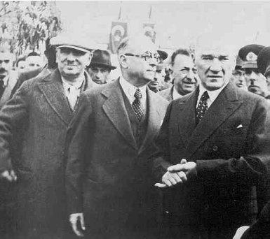 Ататюрк и третий президент Турции Джеляль Баяр