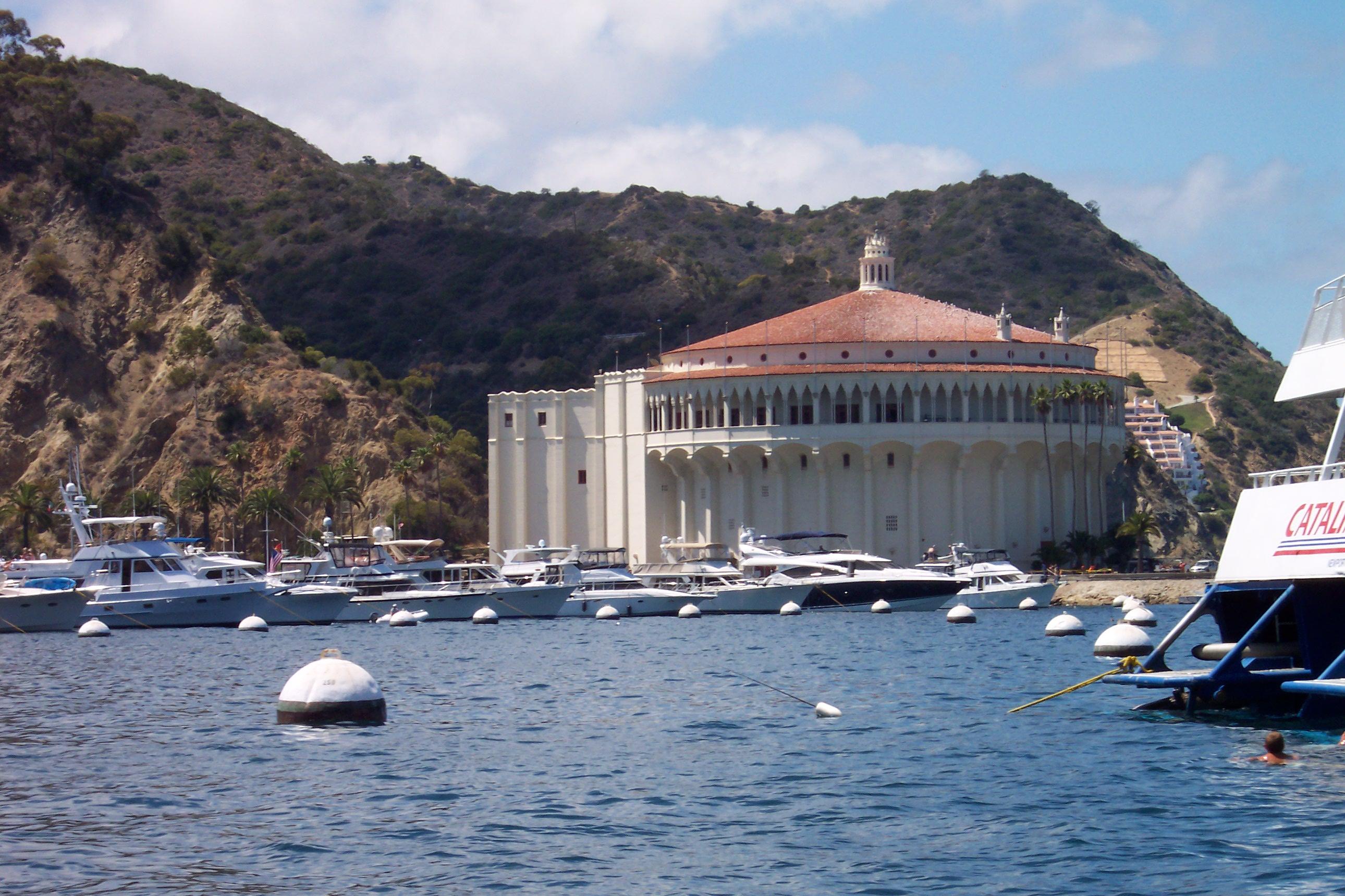 File:Avalon Harbor, Catalina Island - panoramio - Zzyzx (3 ...