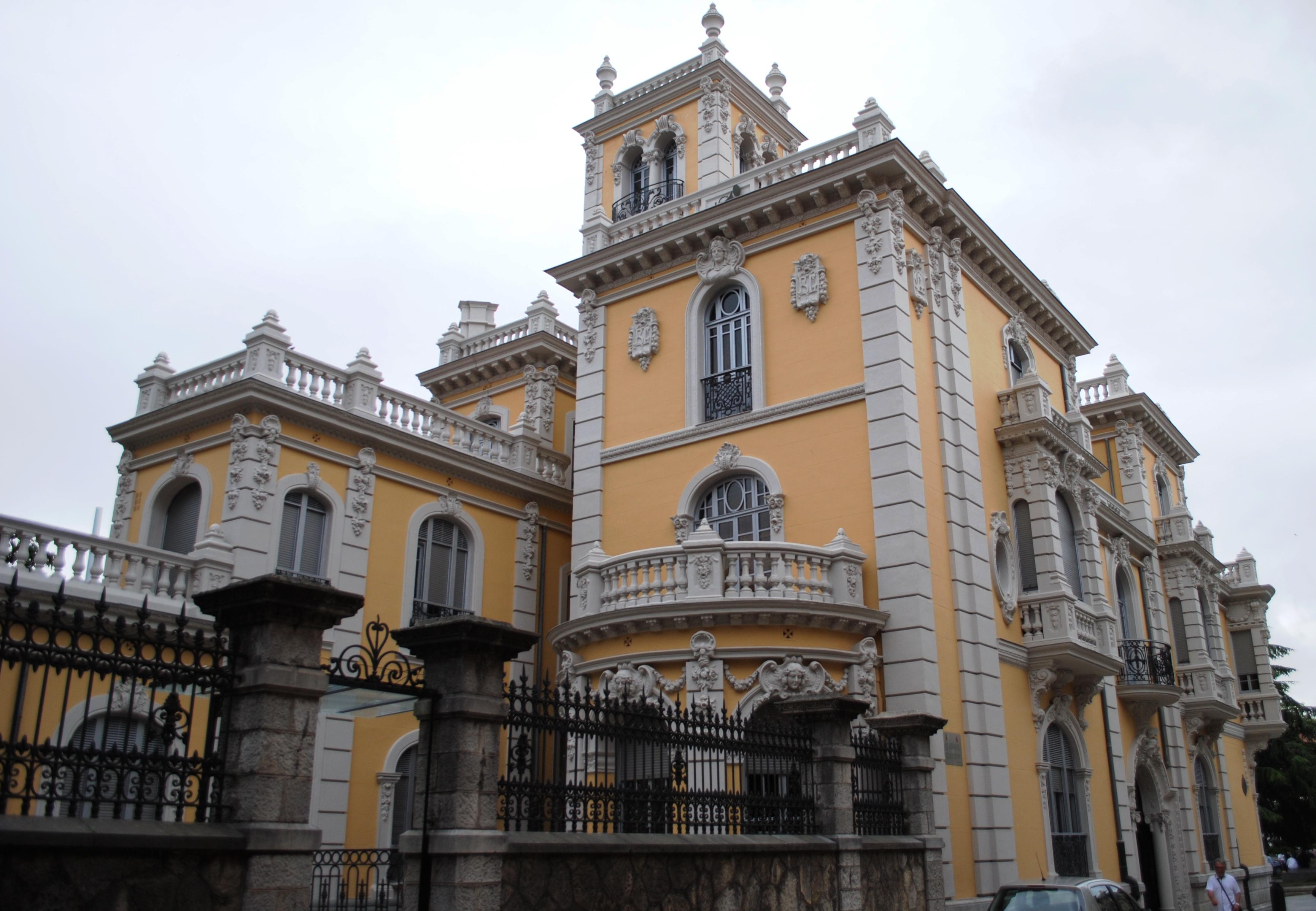 File:Avilés, Palacio Balsera (2).JPG - Wikimedia Commons