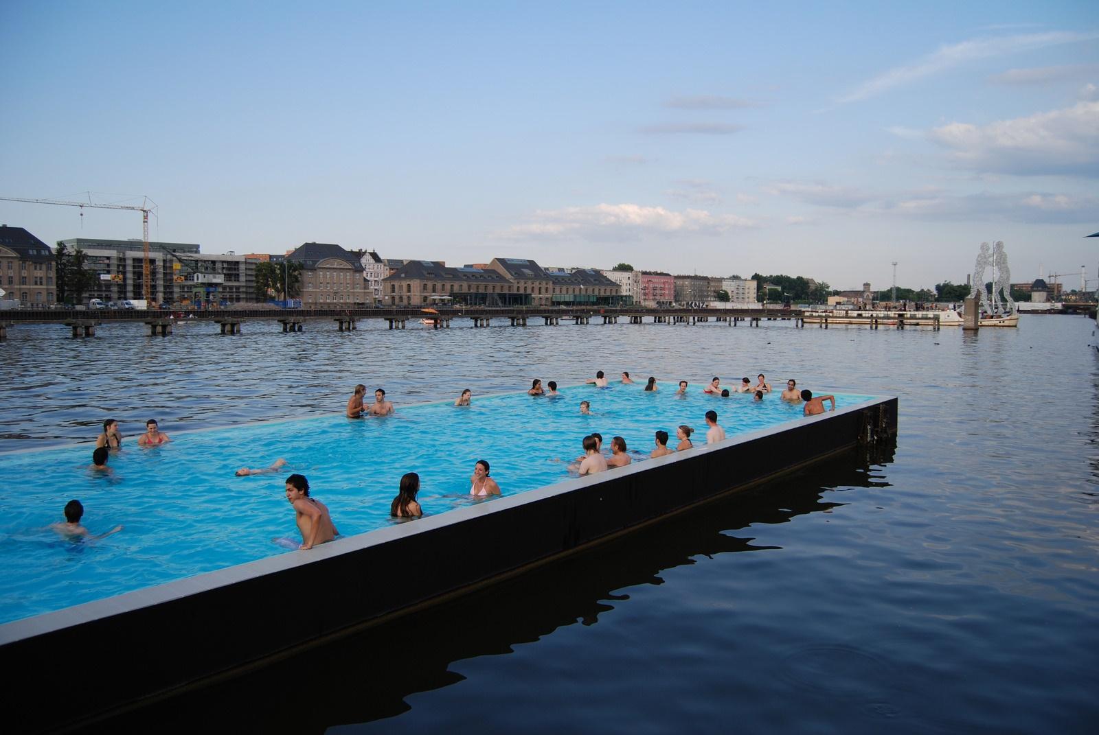 Datei:Badeschiff-Berlin.jpg – Wikipedia