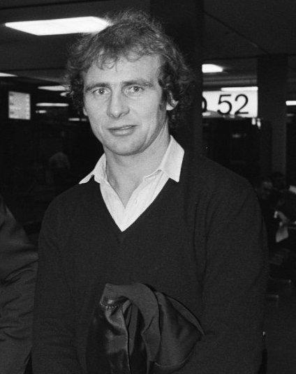 Bernd Hölzenbein Größe