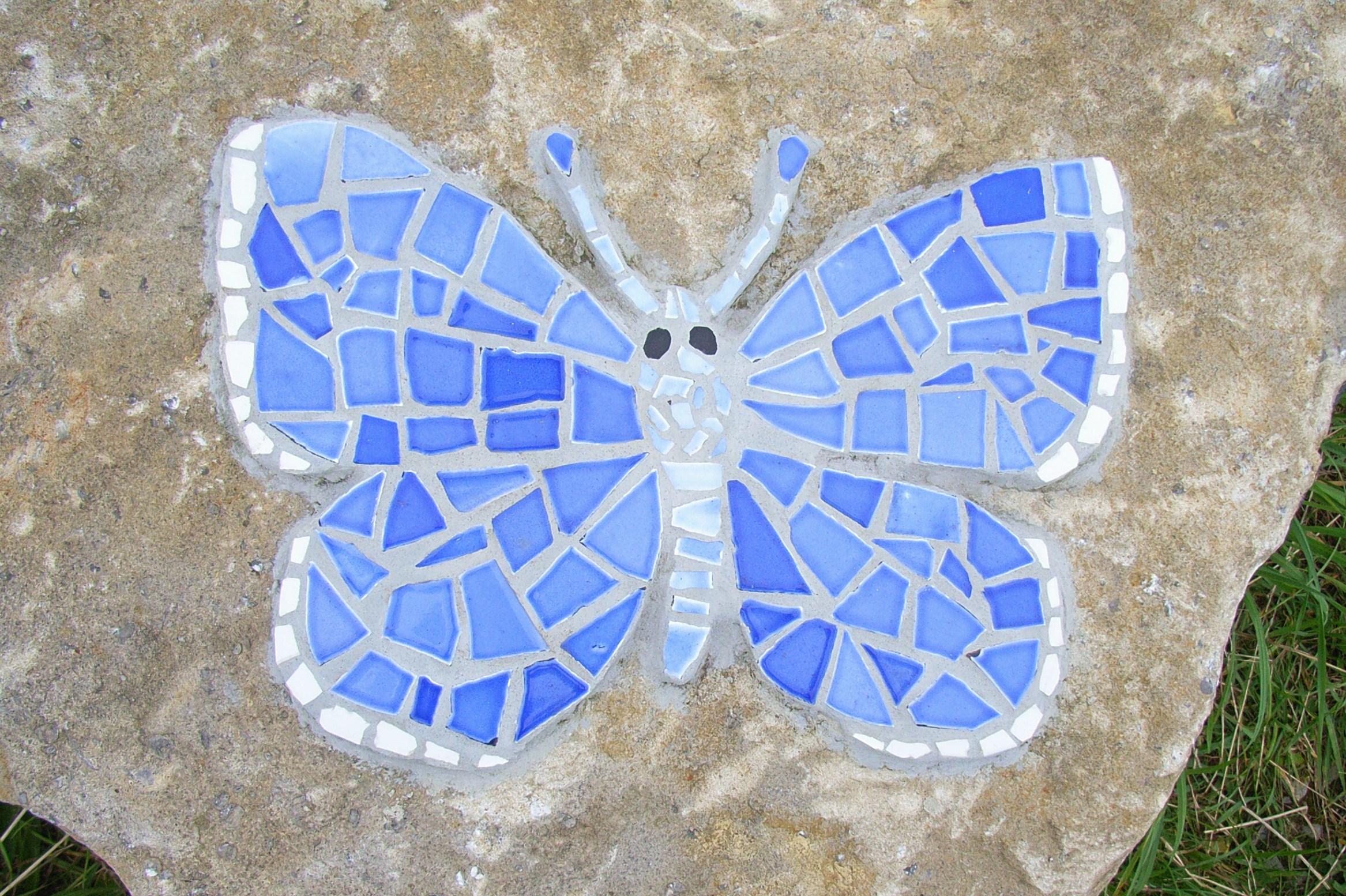 file bl uling mosaik als symbol des schmetterlingspfades auf den kalktriften in willebadessen. Black Bedroom Furniture Sets. Home Design Ideas
