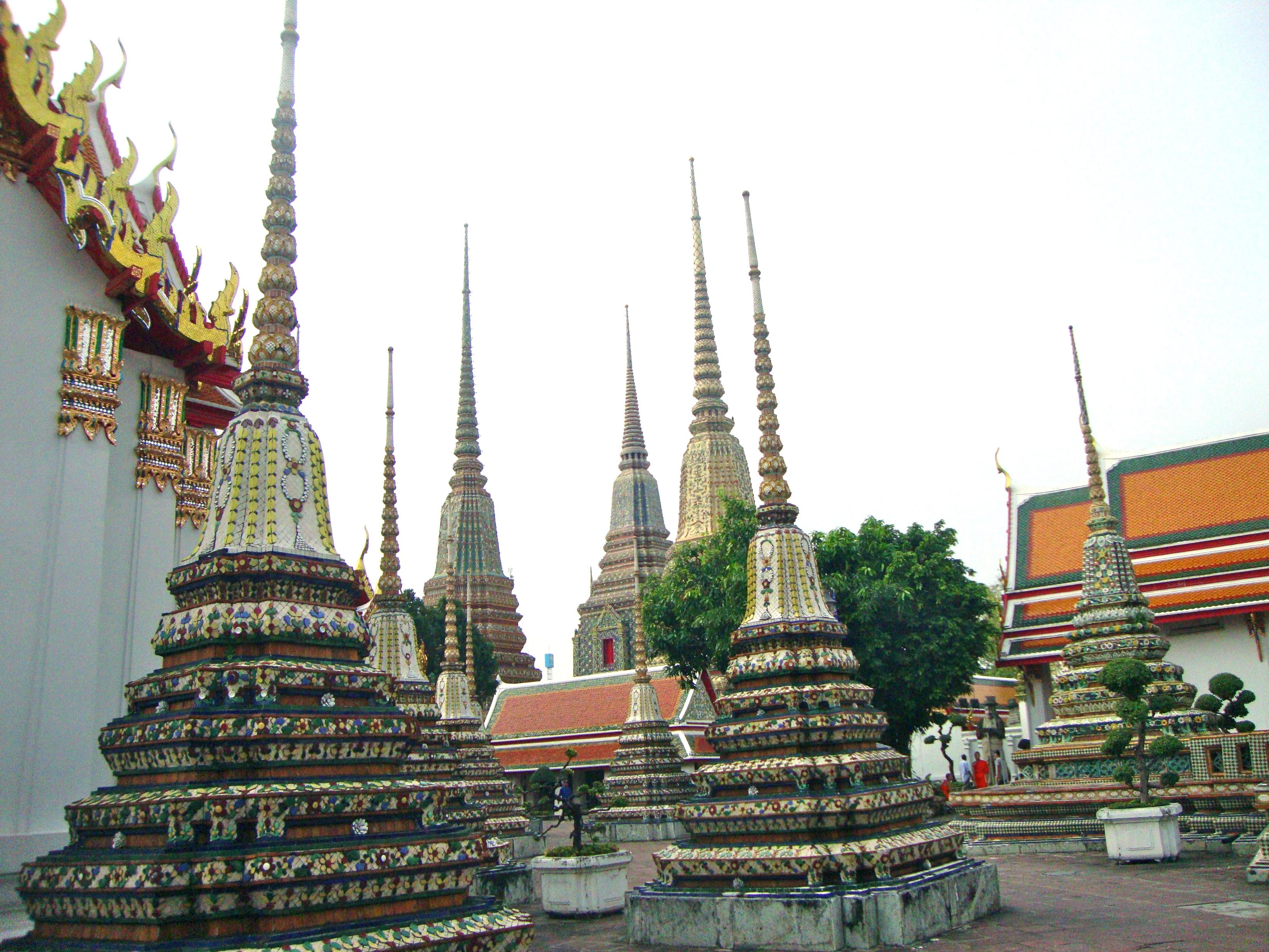 Description Burial Chambers Wat Pho Temple  8285845632  jpgWat Pho Temple