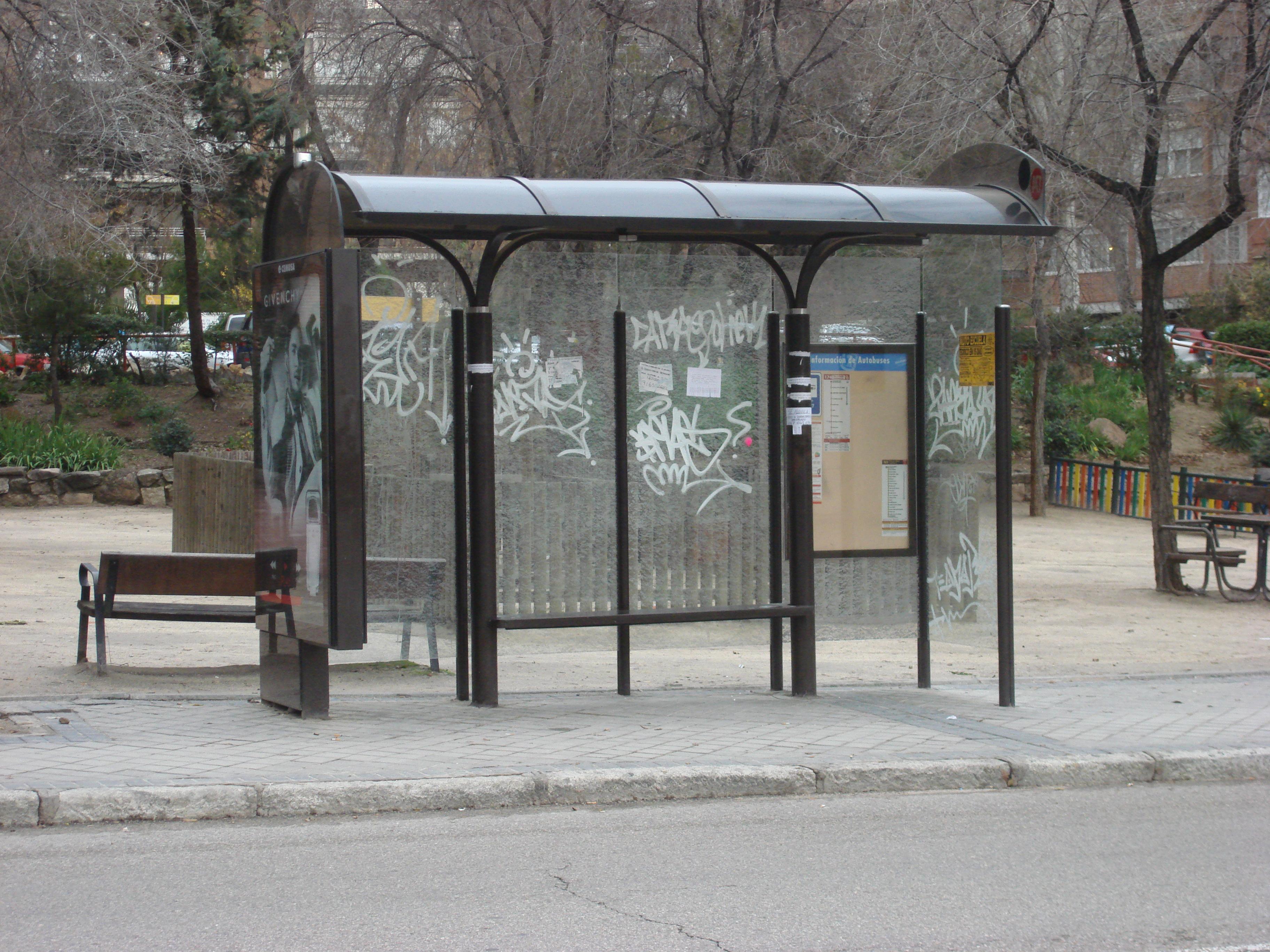 File:Bus stop Madrid 2...