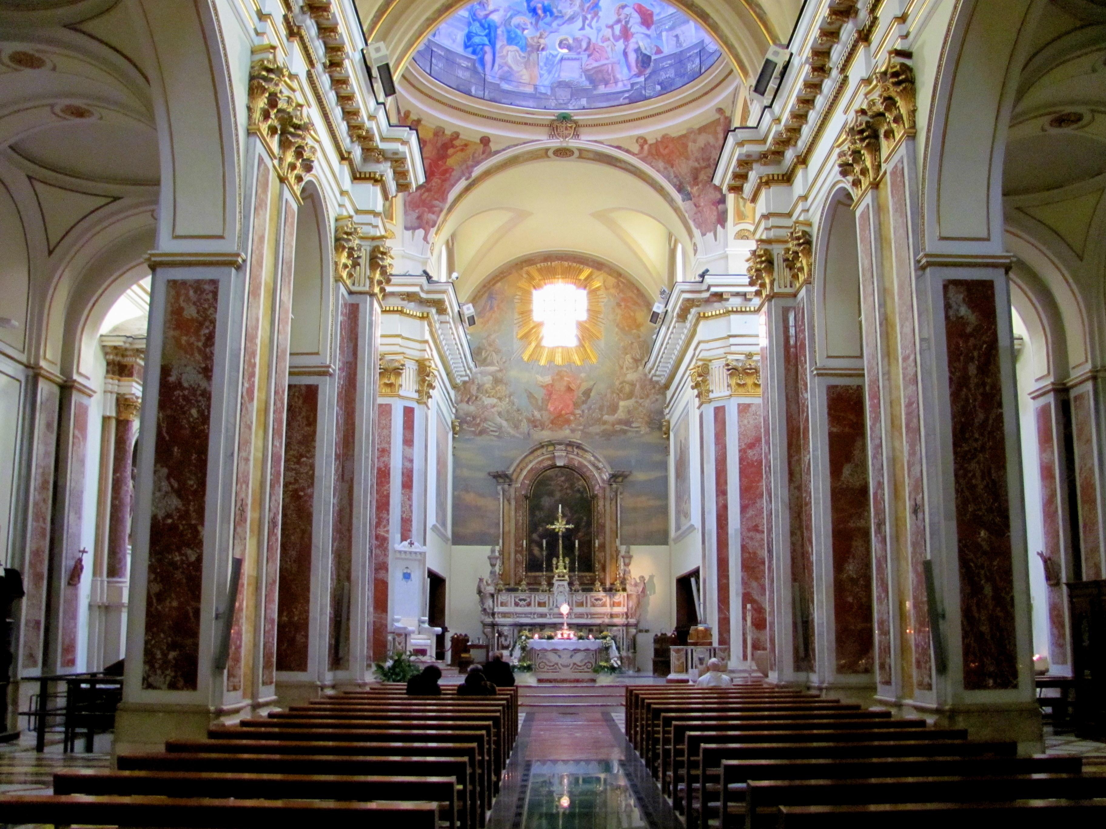 File cattedrale interno isernia jpg wikimedia commons for Interno k way