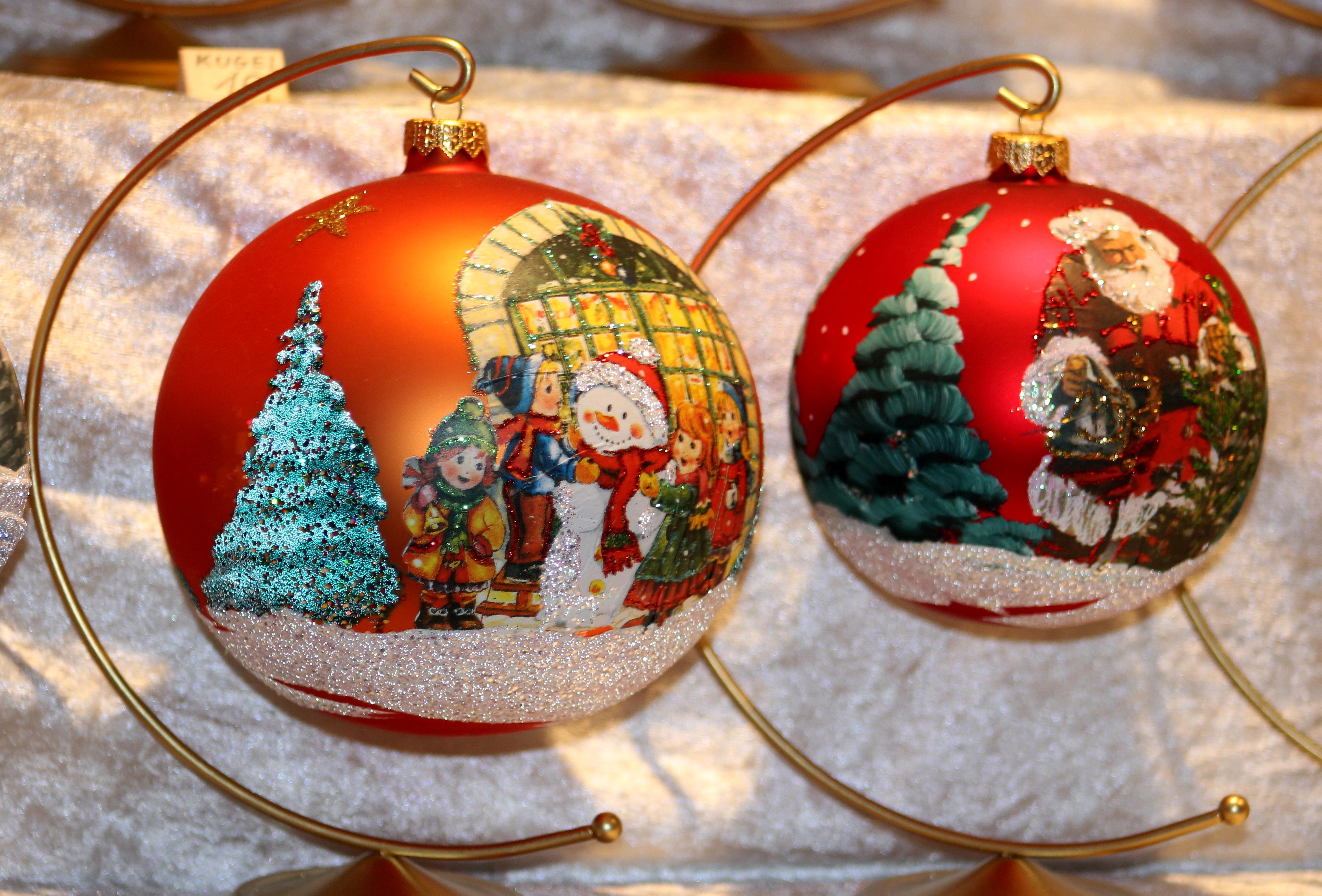 File:Dekoration. Weihnachtskugel. IMG 8345WI.jpg - Wikimedia Commons