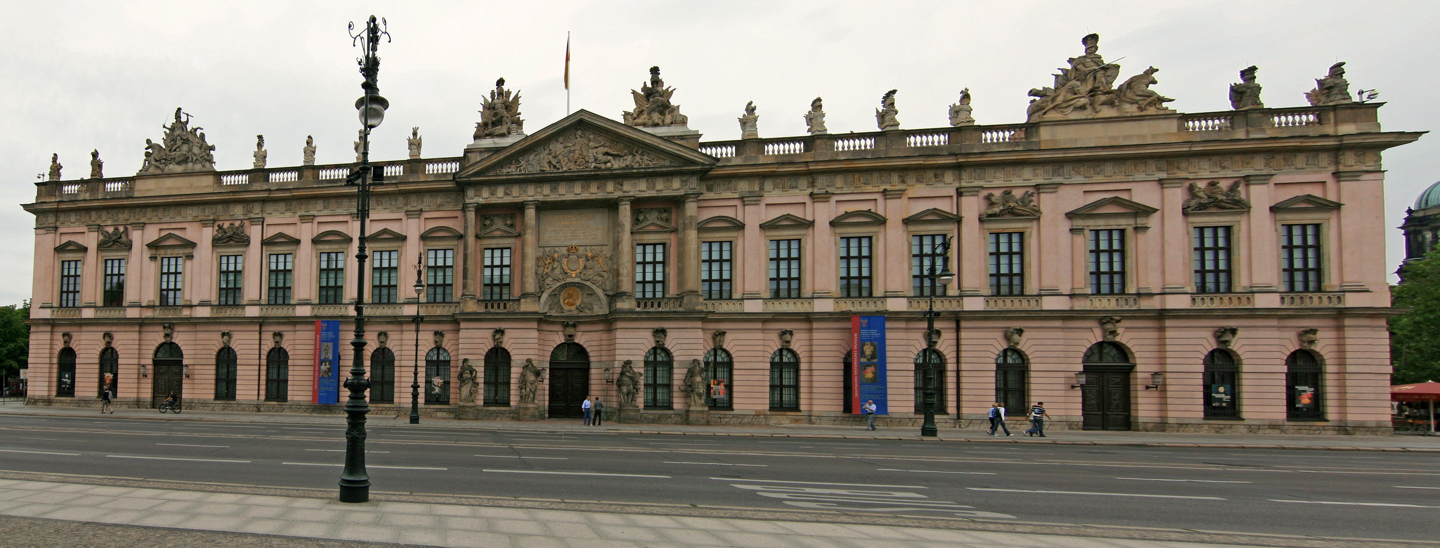 https://upload.wikimedia.org/wikipedia/commons/3/37/Deutsches_Historisches_Museum_Berlin.jpg
