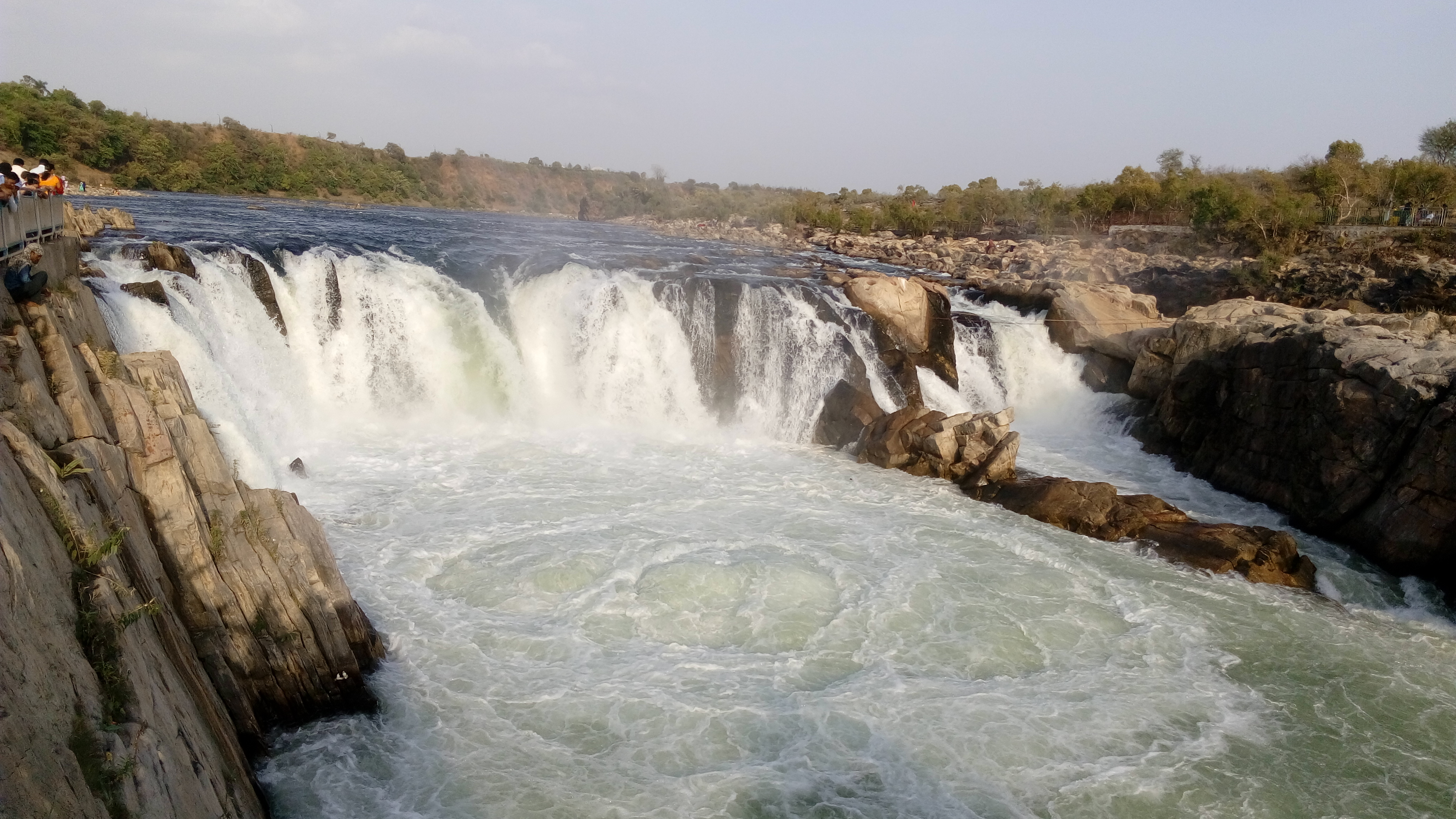 File:Dhuandhar Falls, Bhedaghat.jpg - Wikimedia Commons