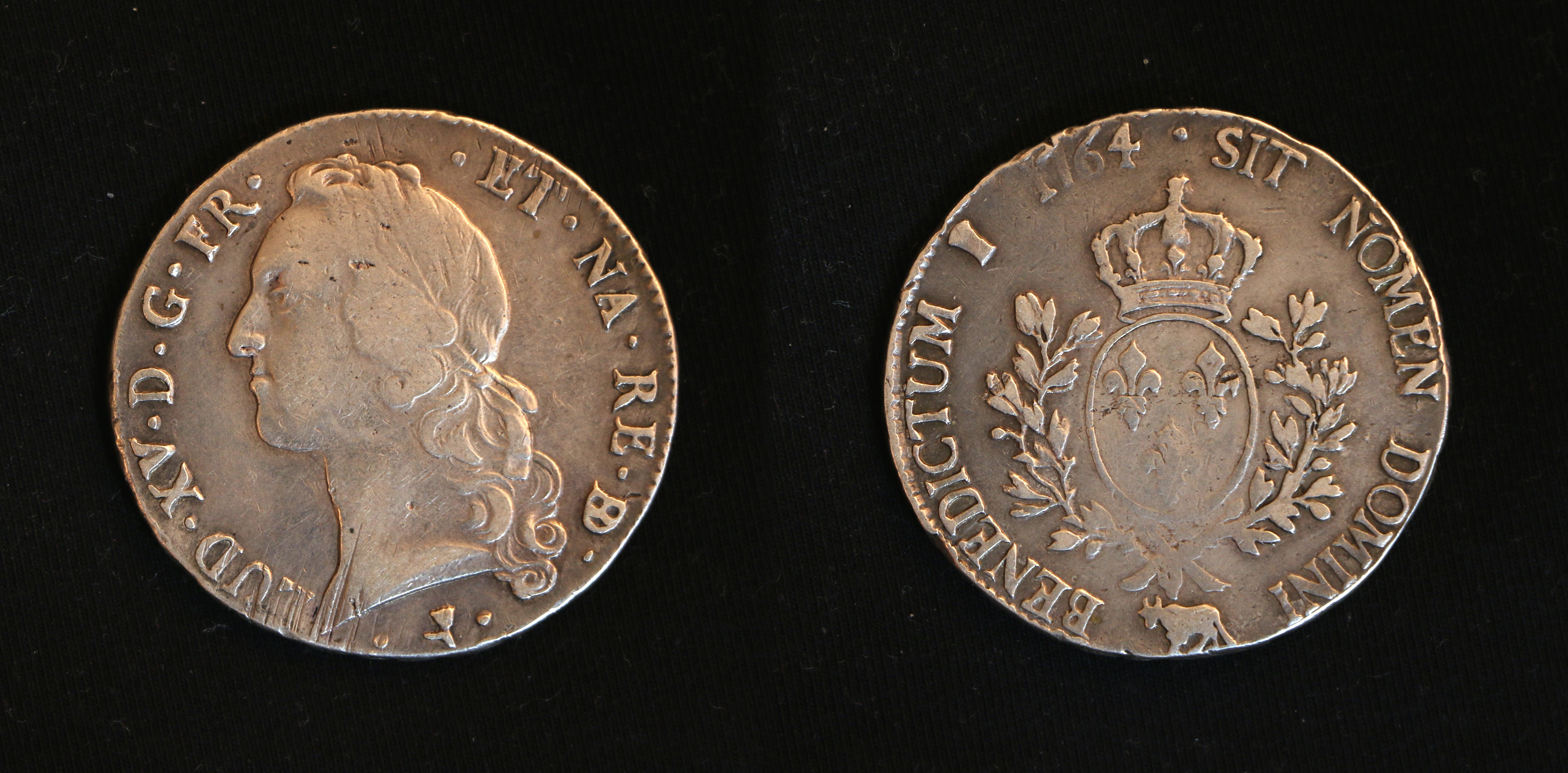 """Ecu Louis XV.jpg Français : Ecu blanc Louis XV dit """"écu au bandeau"""" du Béarn - frappé à Pau en 1764 - Argent 29,21 grammes English: French ecu of king"""