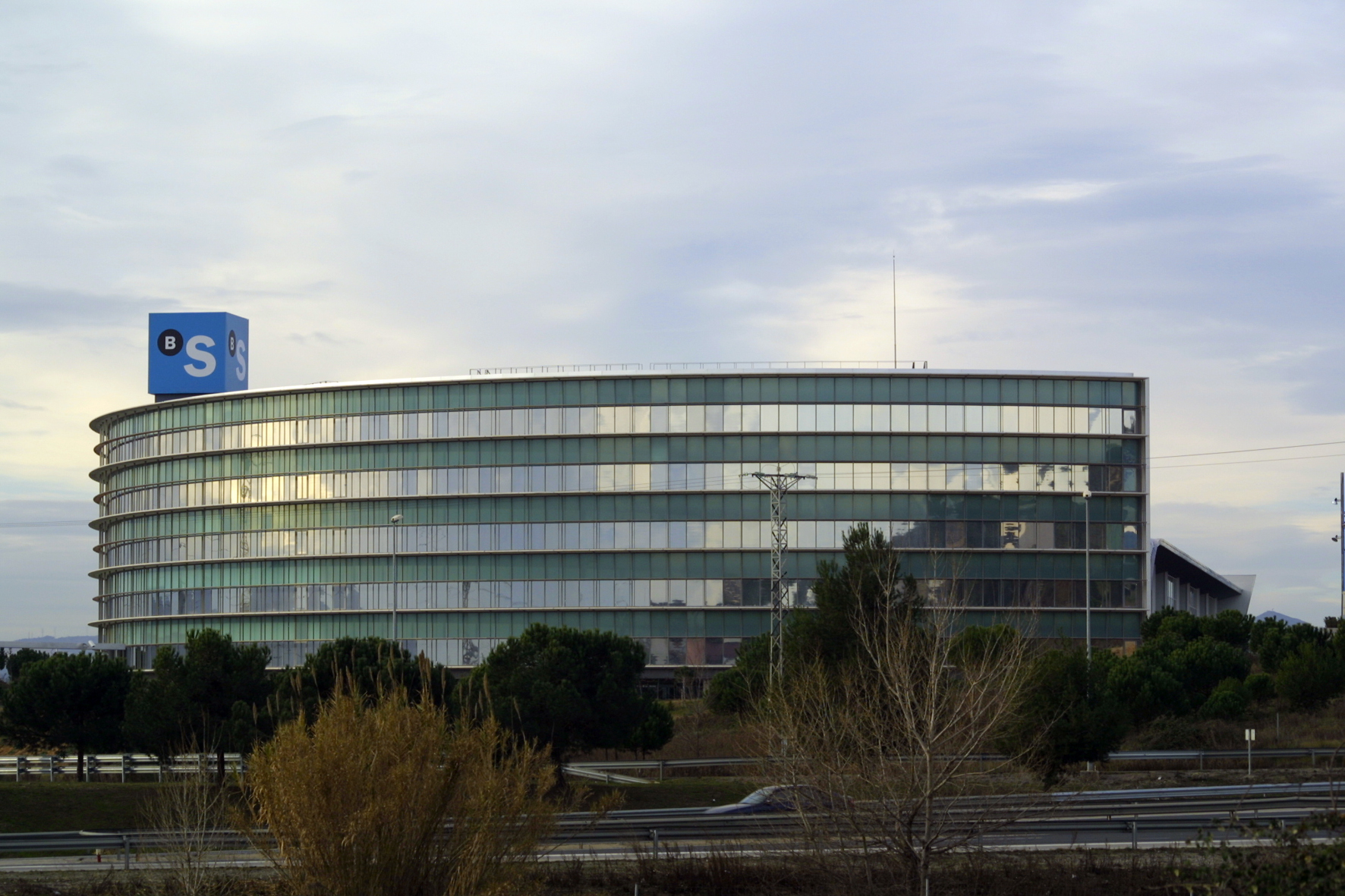 Archivo edificio corporativo banco sabadell en sant cugat for Oficina de empleo sabadell