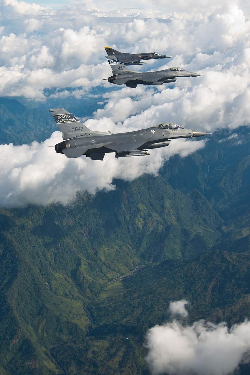 File F16   Kfir ...F 16 Colombie