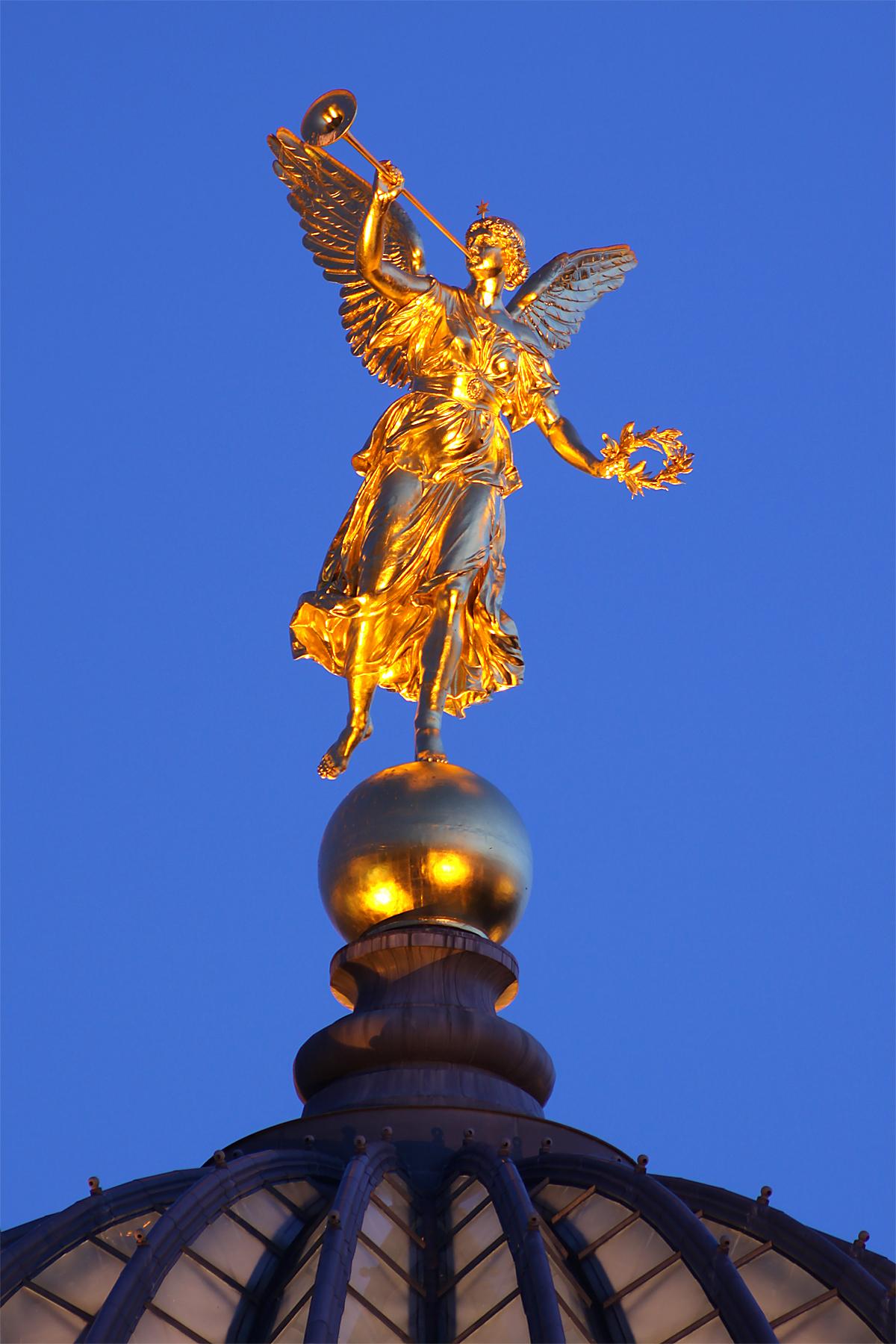 2 griechische engel auf der erde 10