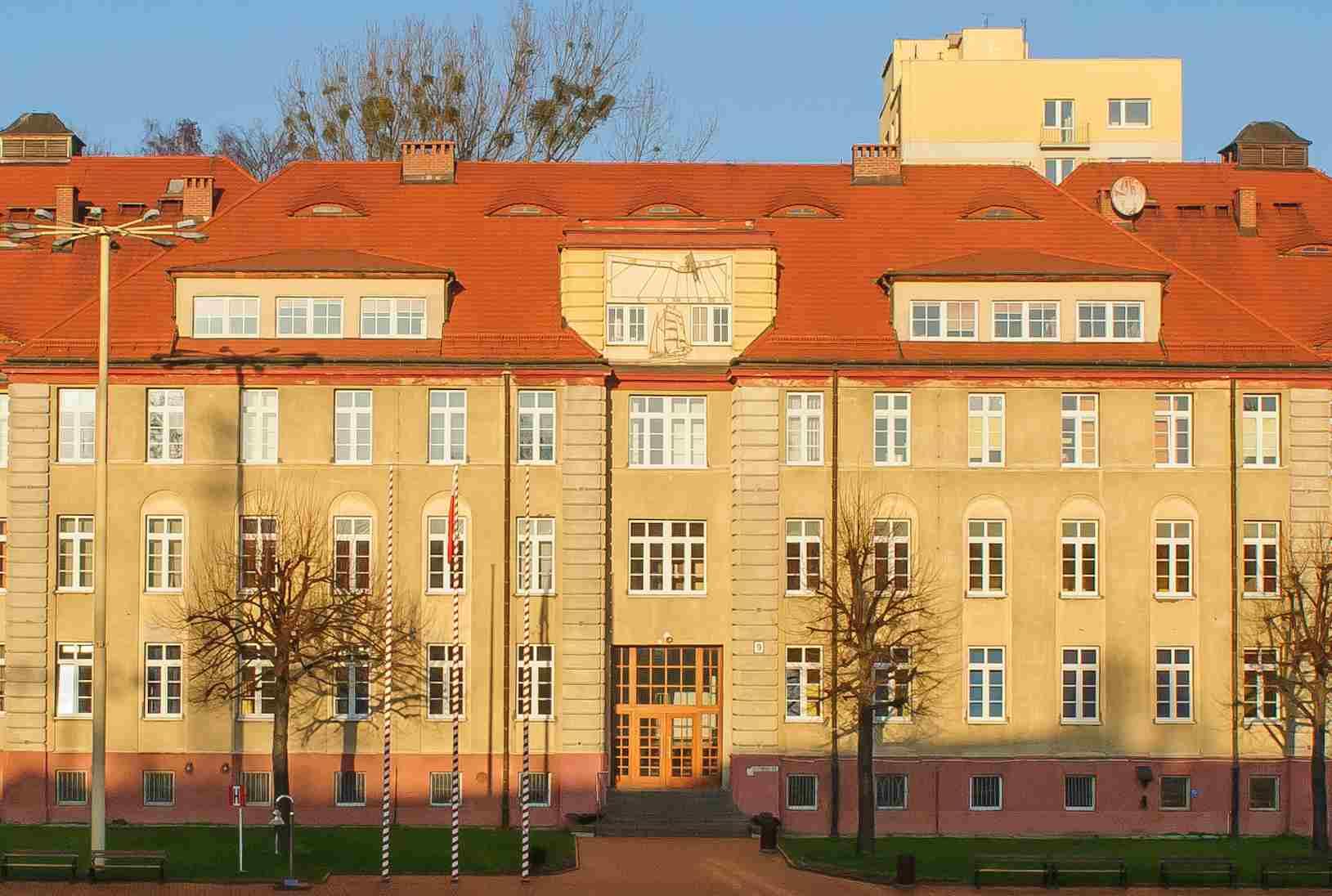 File Fasada Budynku Nr 9 Siedziby Wdiom Amw W Gdyni 2013 Jpg