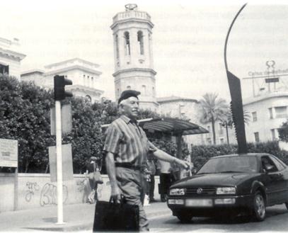File garc a de sabadell andando por el centro de sabadell for Centro de sabadell