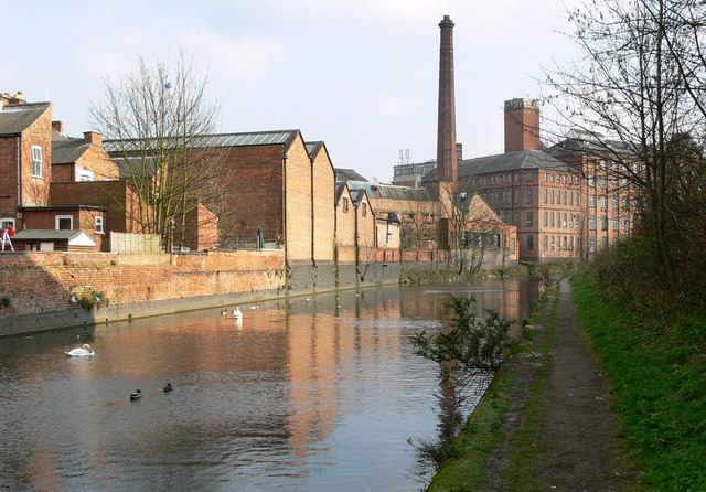 Grand Union Canal and Factories in Leicester. - geograph.org.uk - 378466