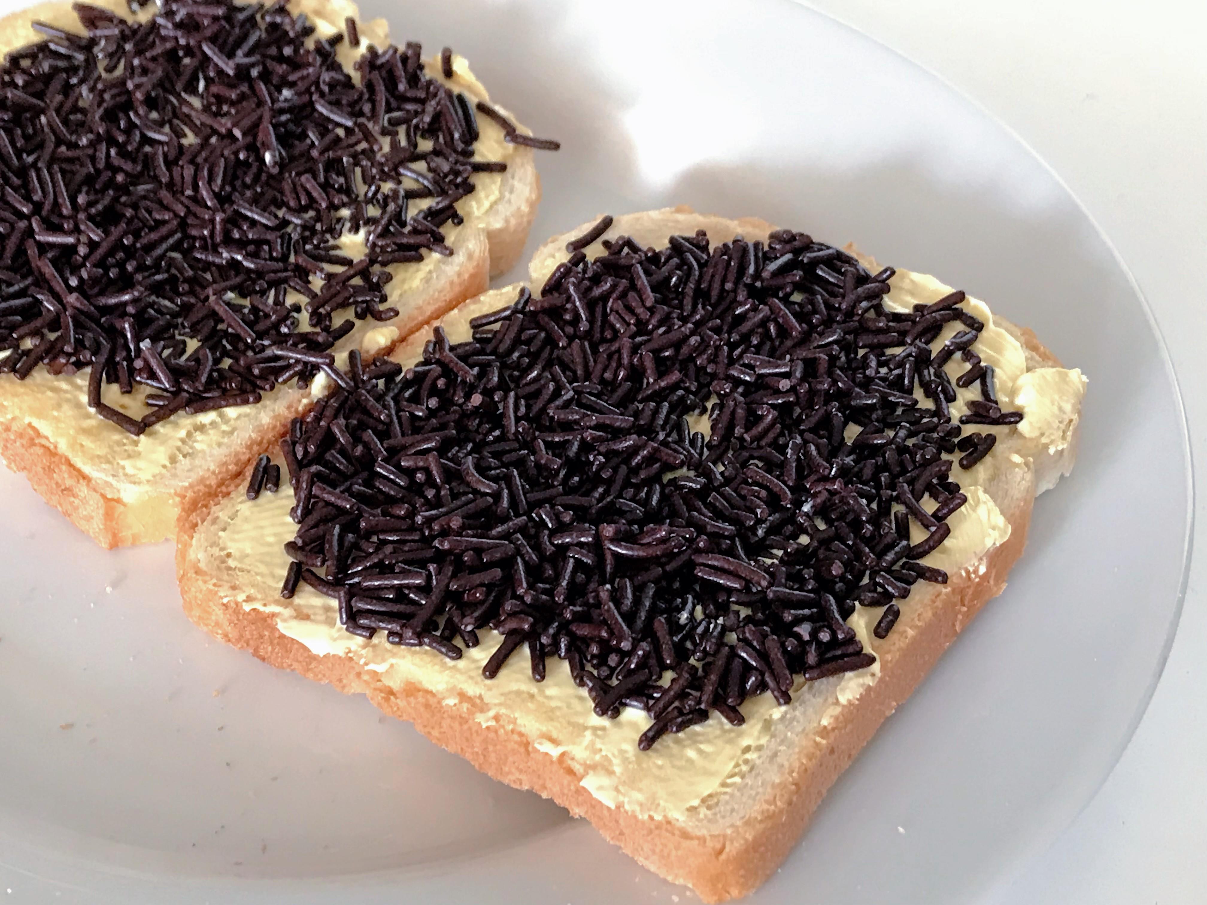 """Képtalálat a következőre: """"chocolate sprinkles sandwich"""""""