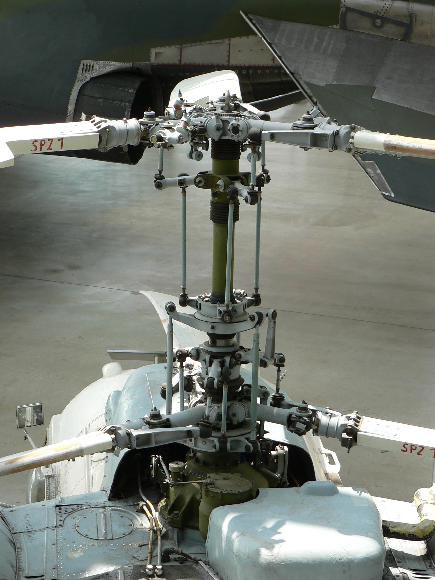 Hélico Alouette III Helicopter_Kamov_Ka-26_Main_rotor_head