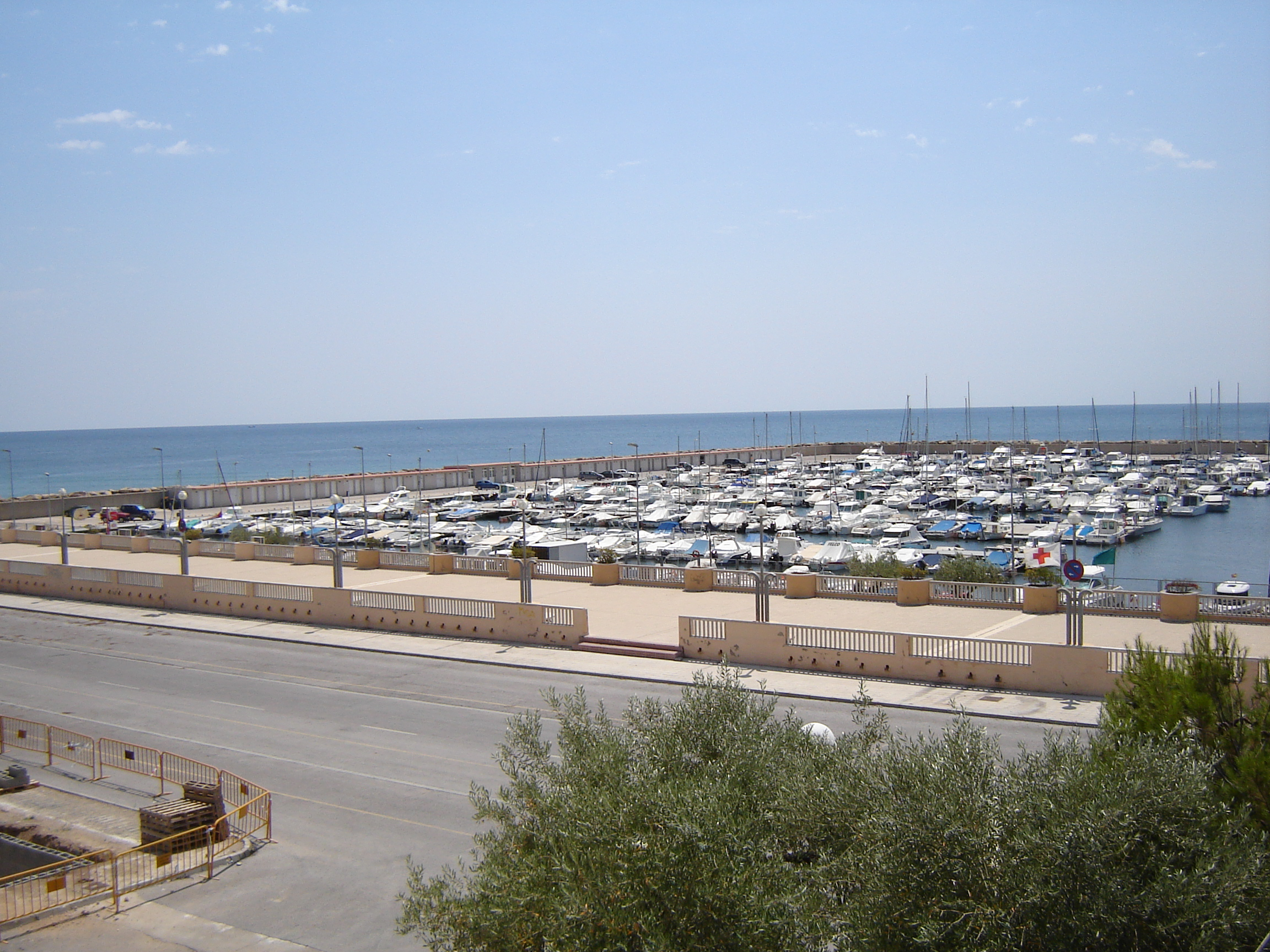 File hospitalet de l 39 infant marina wikimedia commons for Hospitalet del infant