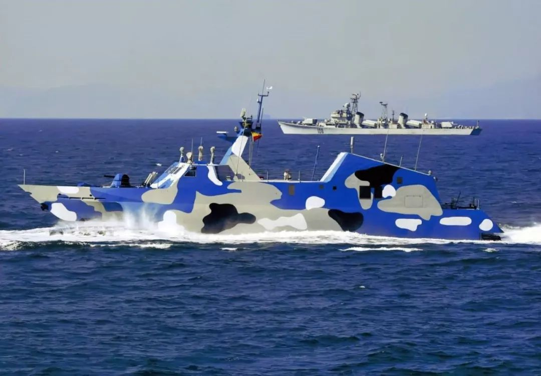 Misileras Type 22 Chinas, para reemplazar a las Misileras Hebreas de la ARM. Houbei_(Type_022)_Class_Fast_Attack_Craft