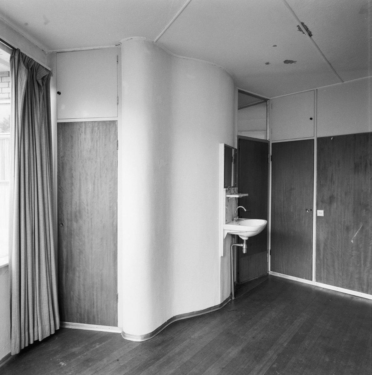Bestand:Interieur, verdieping, slaapkamer boven de eethoek met ...