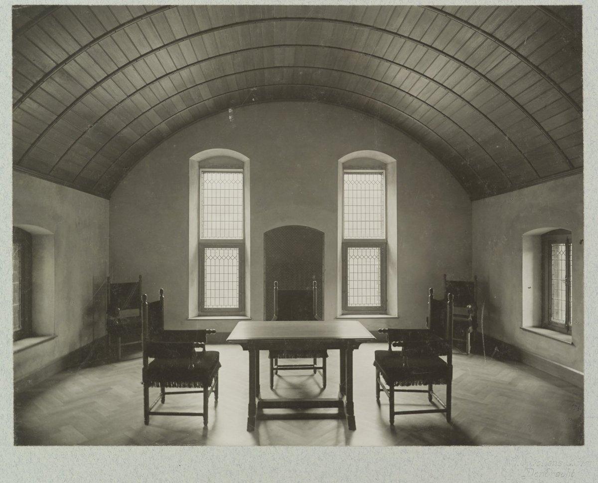 3 Design Stoelen.File Interieur Uitbouw Zuidzijde Ridderzaal Ruimte Met Tongewelf