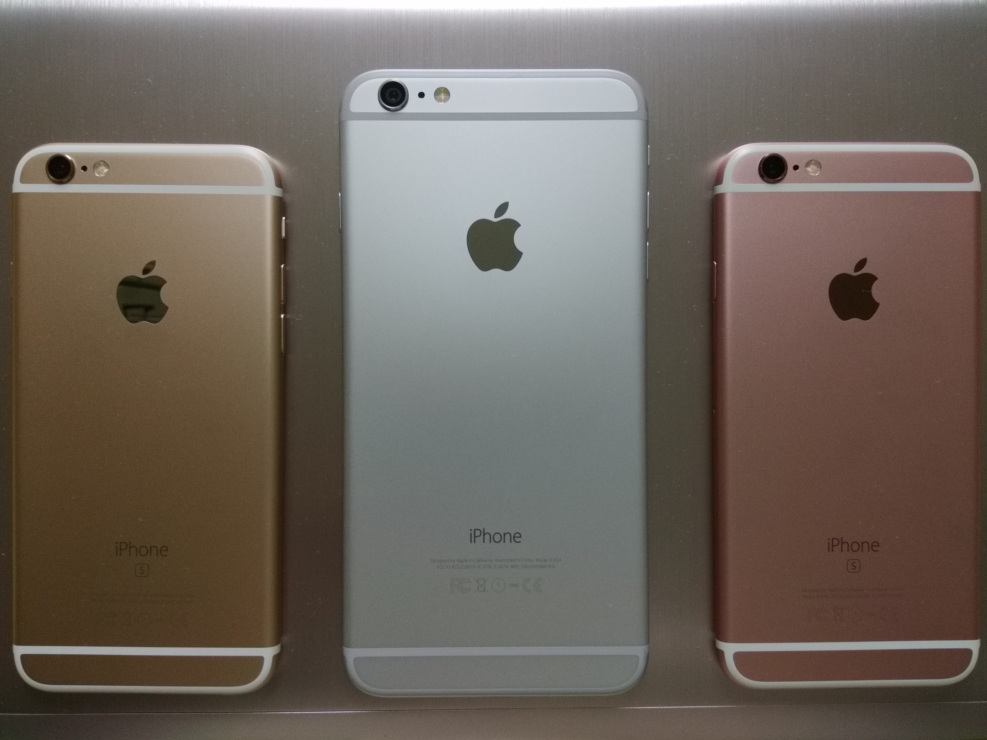 The Reverse Side Of Both A Gold And Rose IPhone 6s Along With An 6 Plus