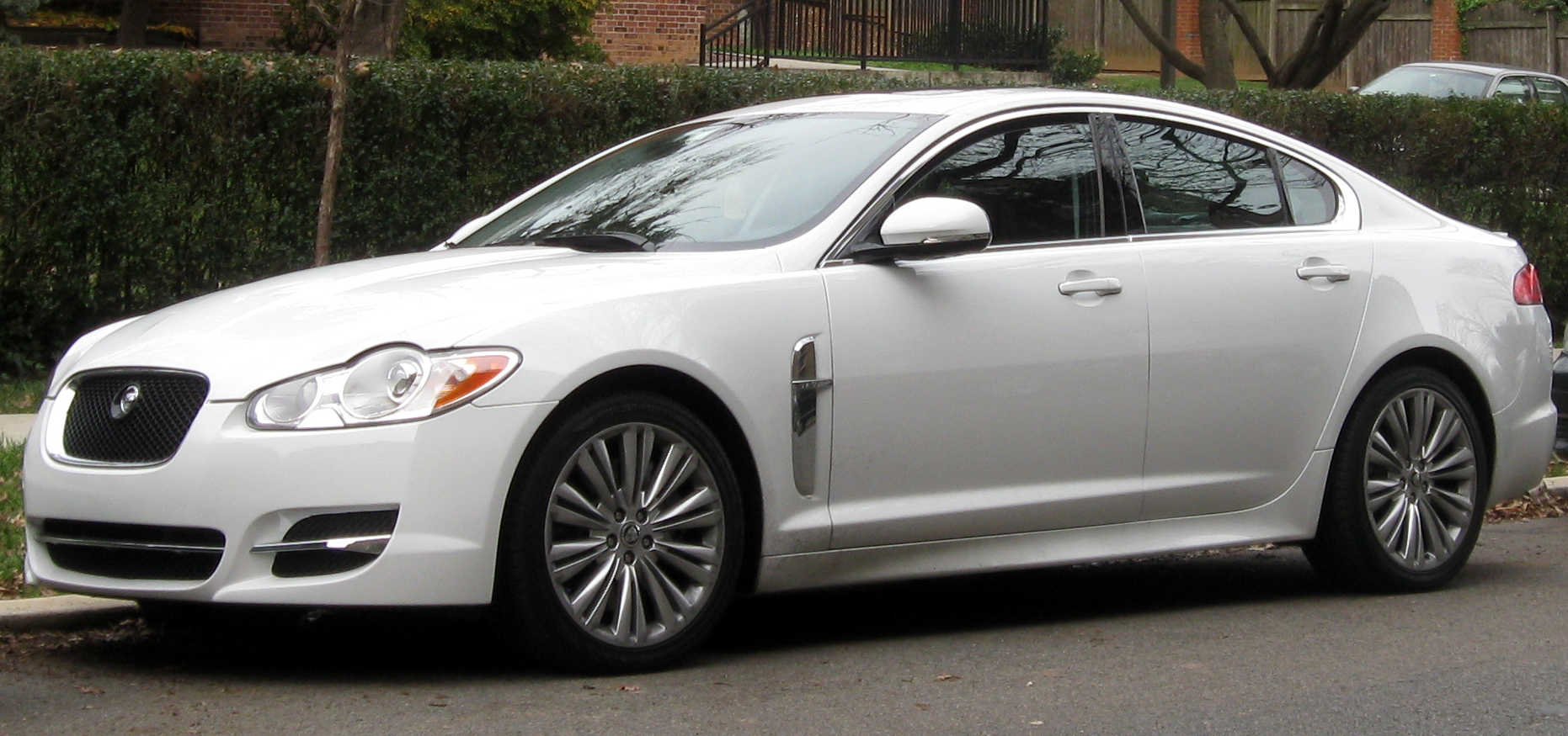 File:Jaguar XF    11 26 2011