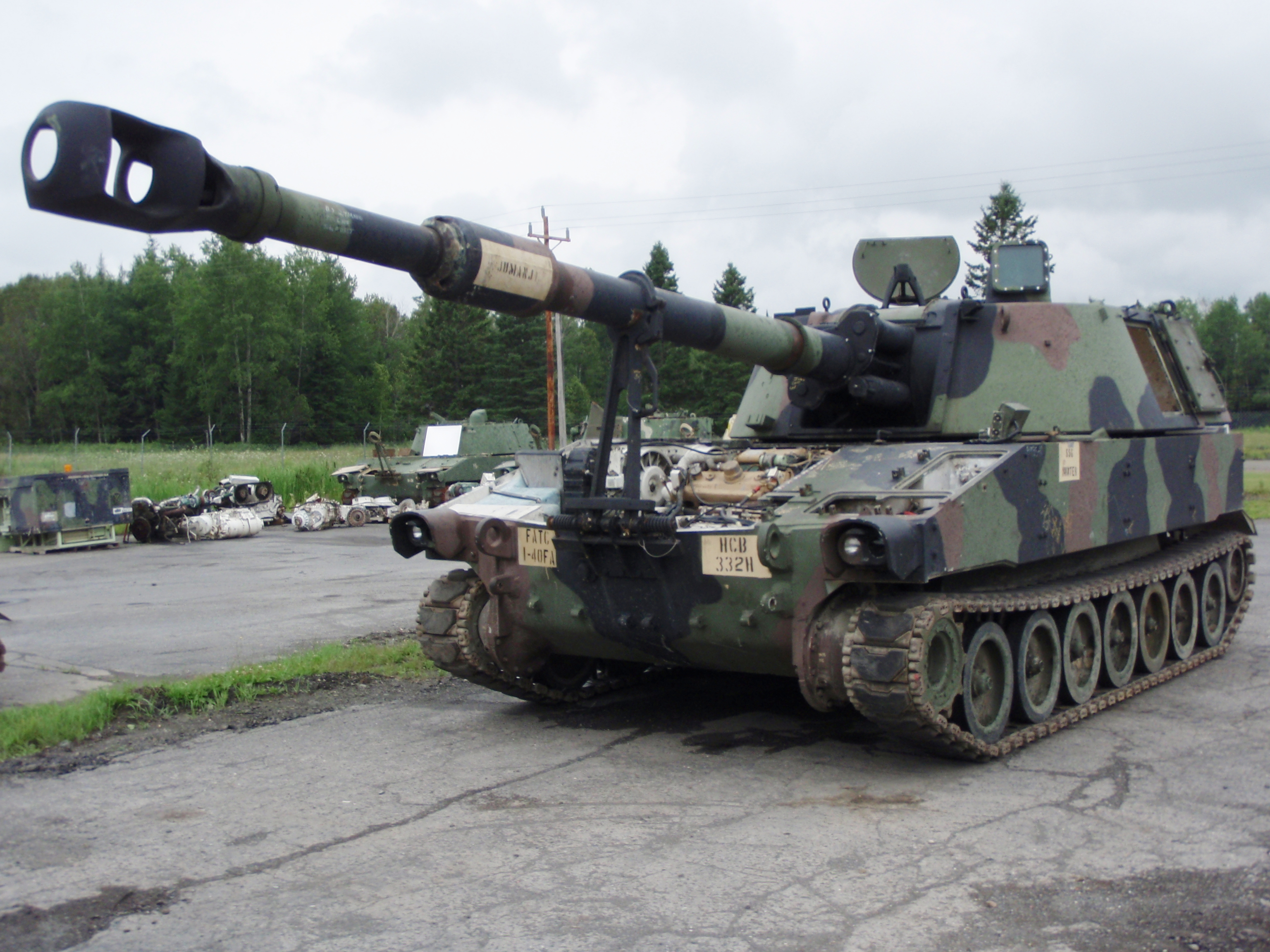 M109A5_in_repair.JPG