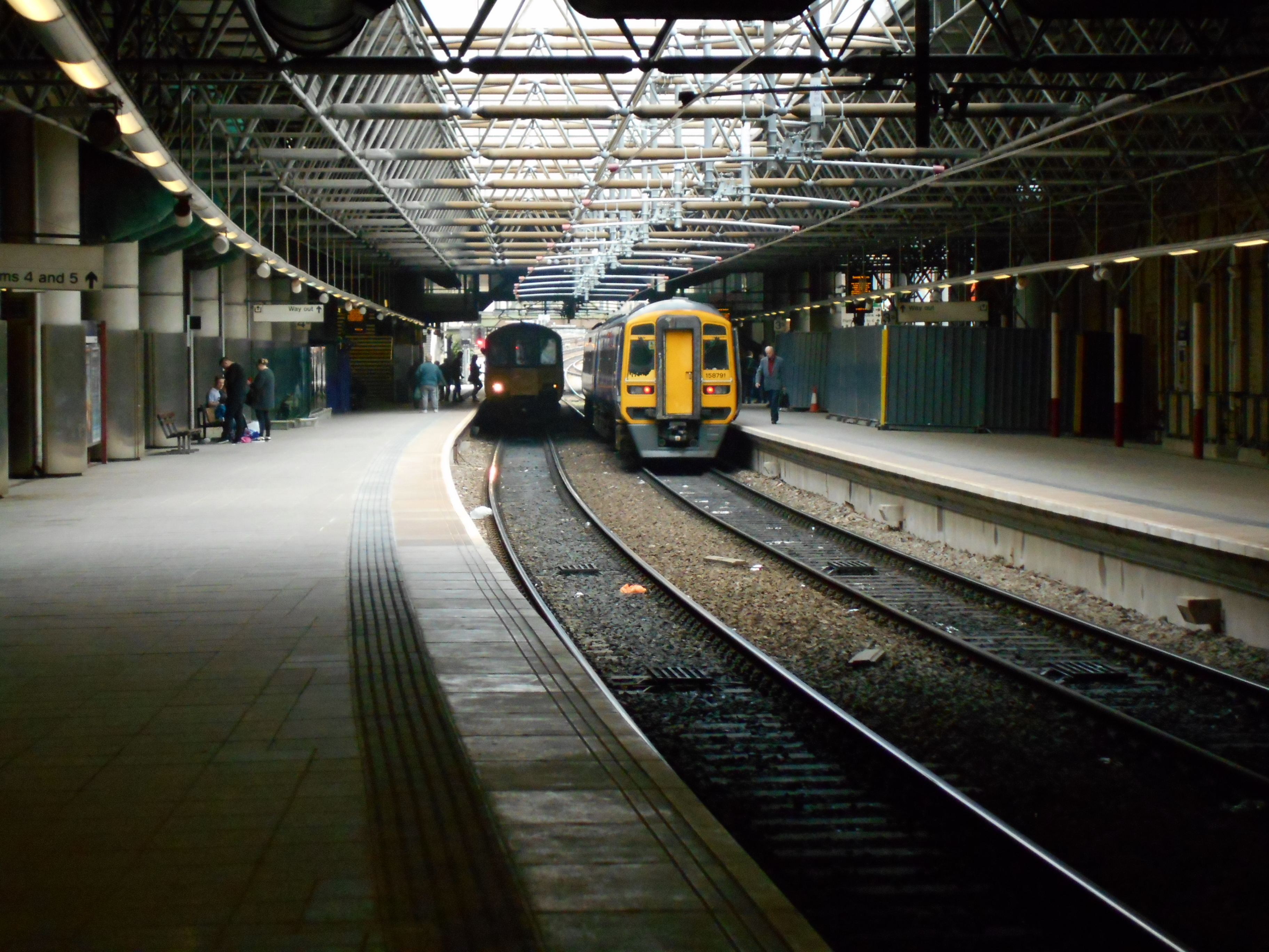 FileManchester Victoria Through Platforms.JPG - Wikimedia Commons