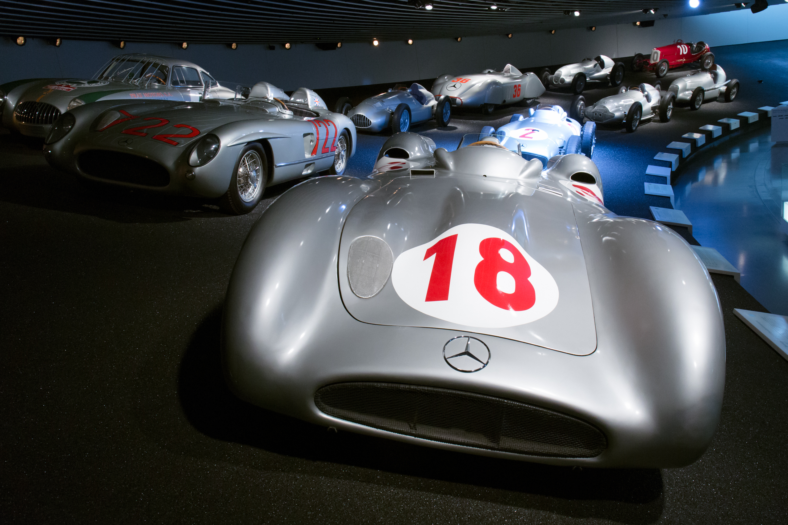 File:Mercedes-Benz W196R streamliner and Mercedes-Benz racing cars ...