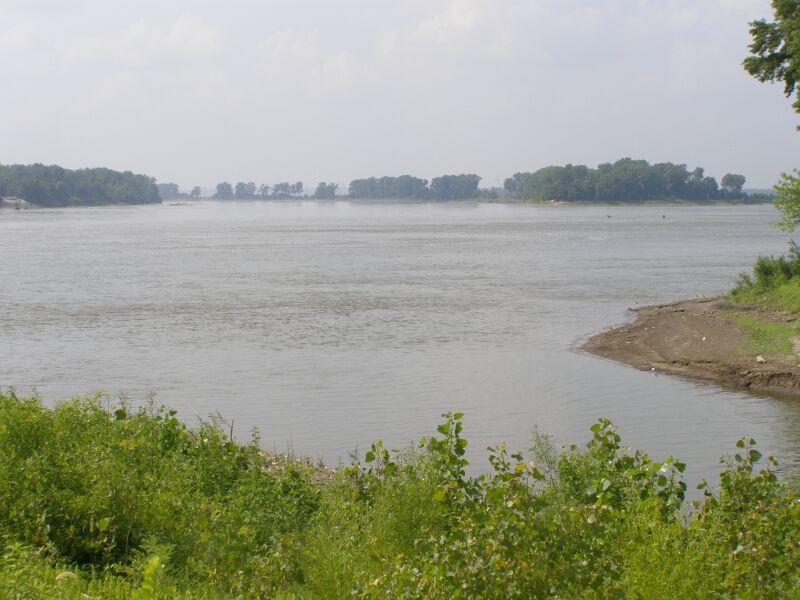 File Missouri River joins the Mississippi River JPG Wikimedia Commons