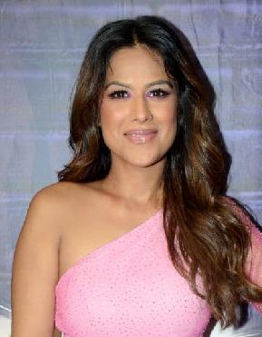 30-år gammel 169 cm høy Nia Sharma i 2021
