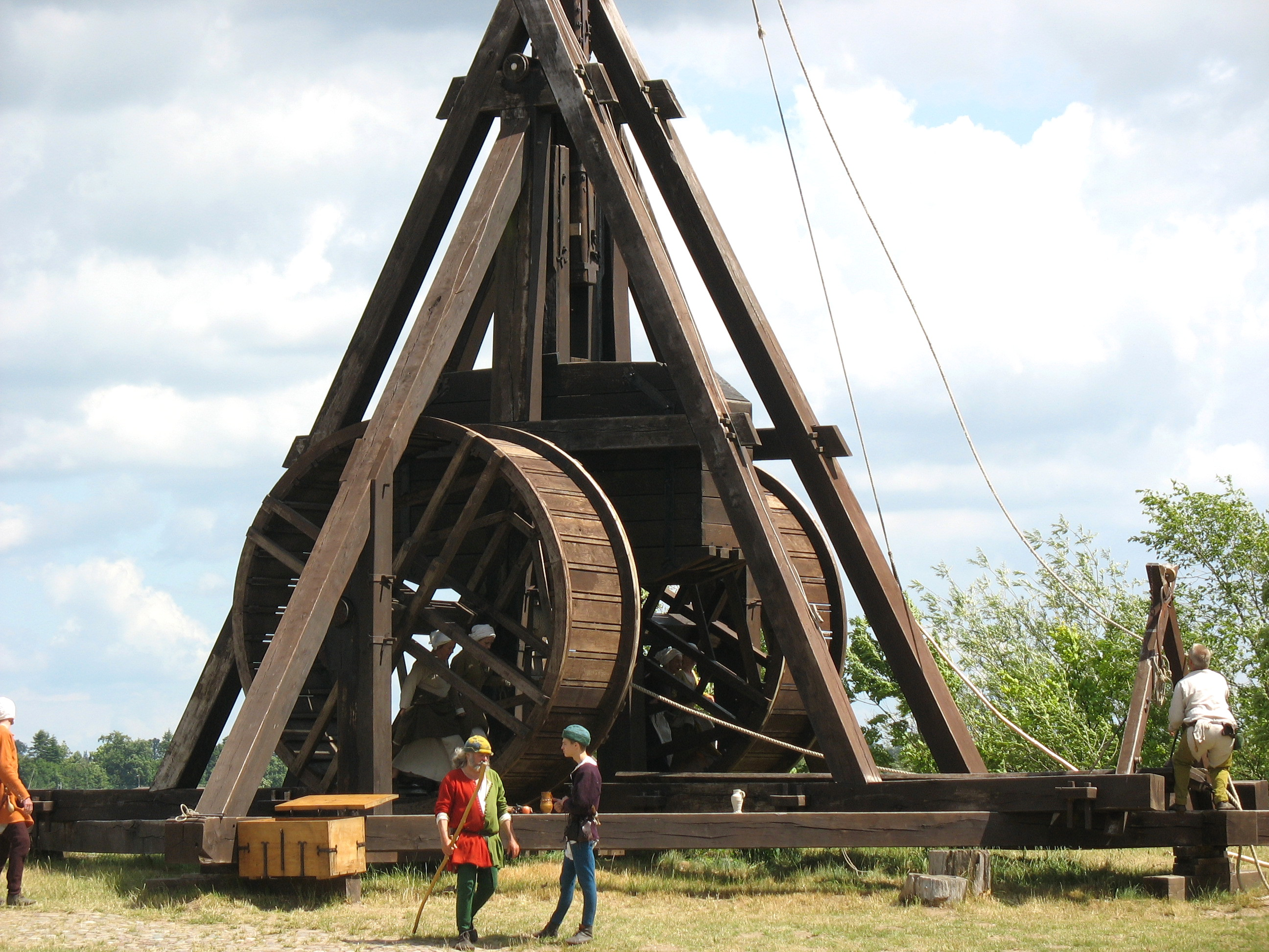 a history of trebuchet a war machine The trebuchet - one of the most powerful medieval siege weapons discover tebuchet history and how to build them from scratch or by using trebuchet plans.