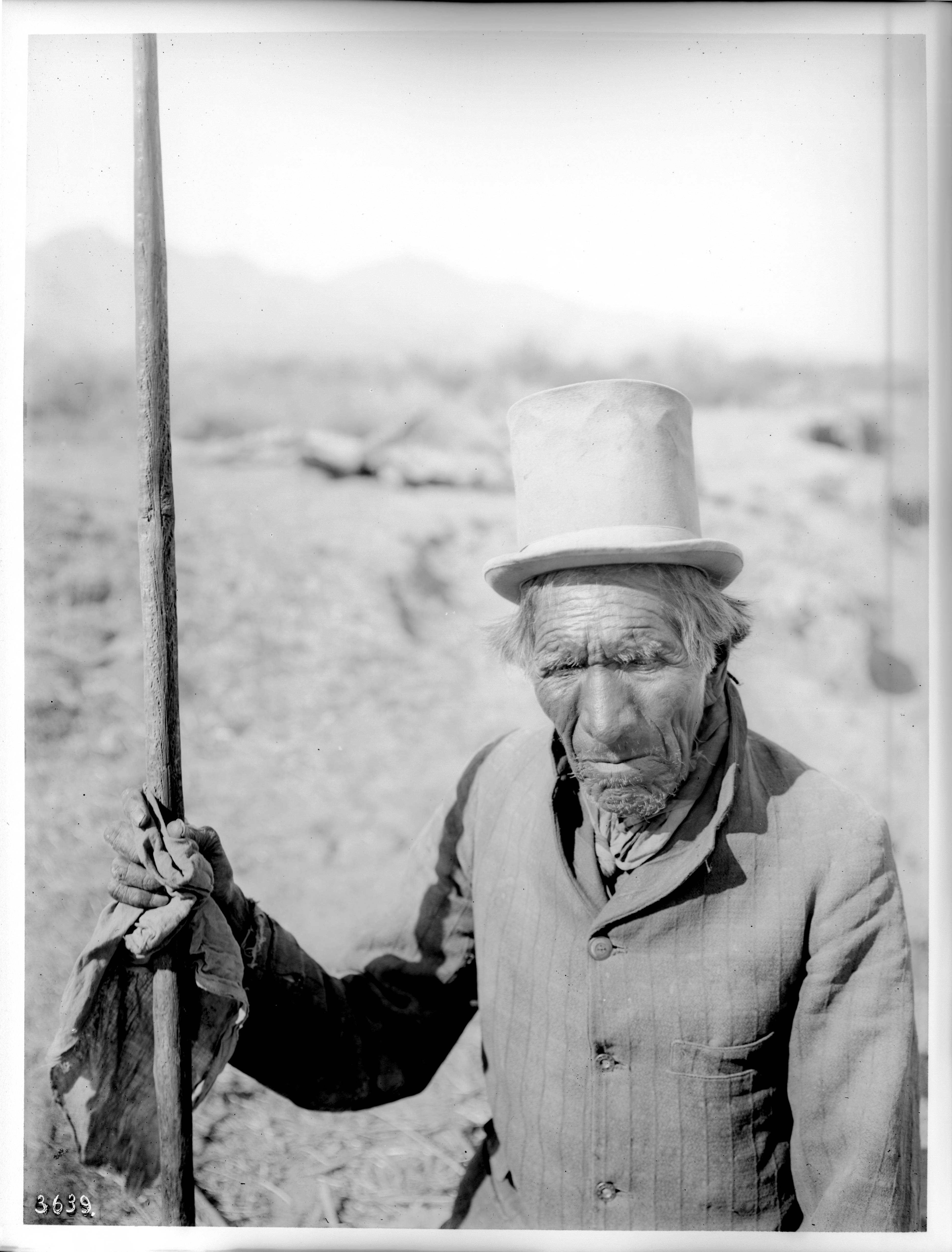 Old_Pima_Indian_man%2C_Vaugh-Cum%2C_a_medicine_man%2C_Pima%2C_Arizona%2C_ca.1900_%28CHS-3639%29.jpg