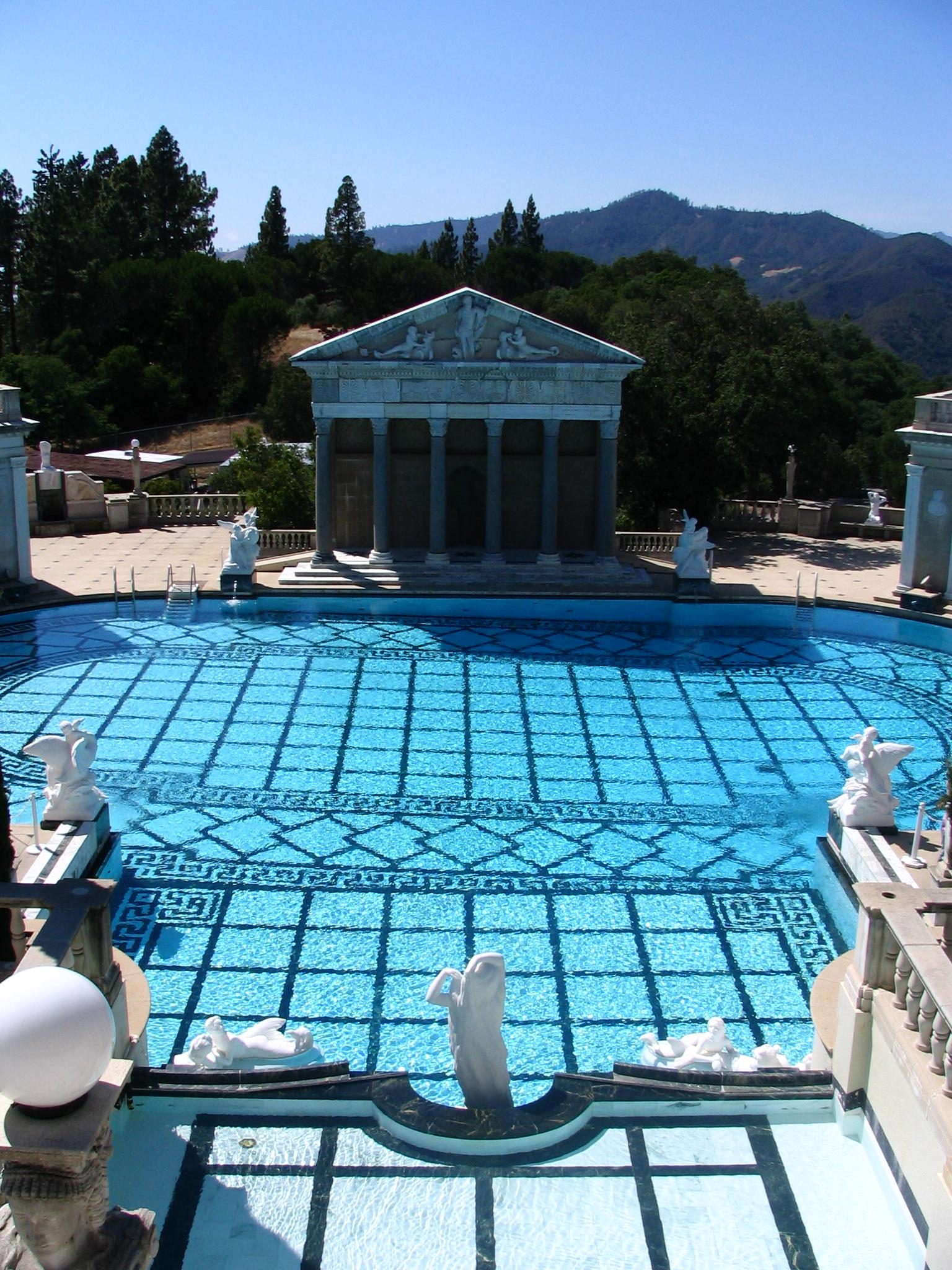 File outdoor pool of hearst castle jpg wikimedia commons for Biggest outdoor pool