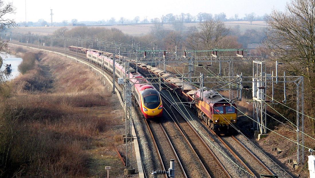 File:Pendolino and Freight train.jpg - Wikimedia Commons